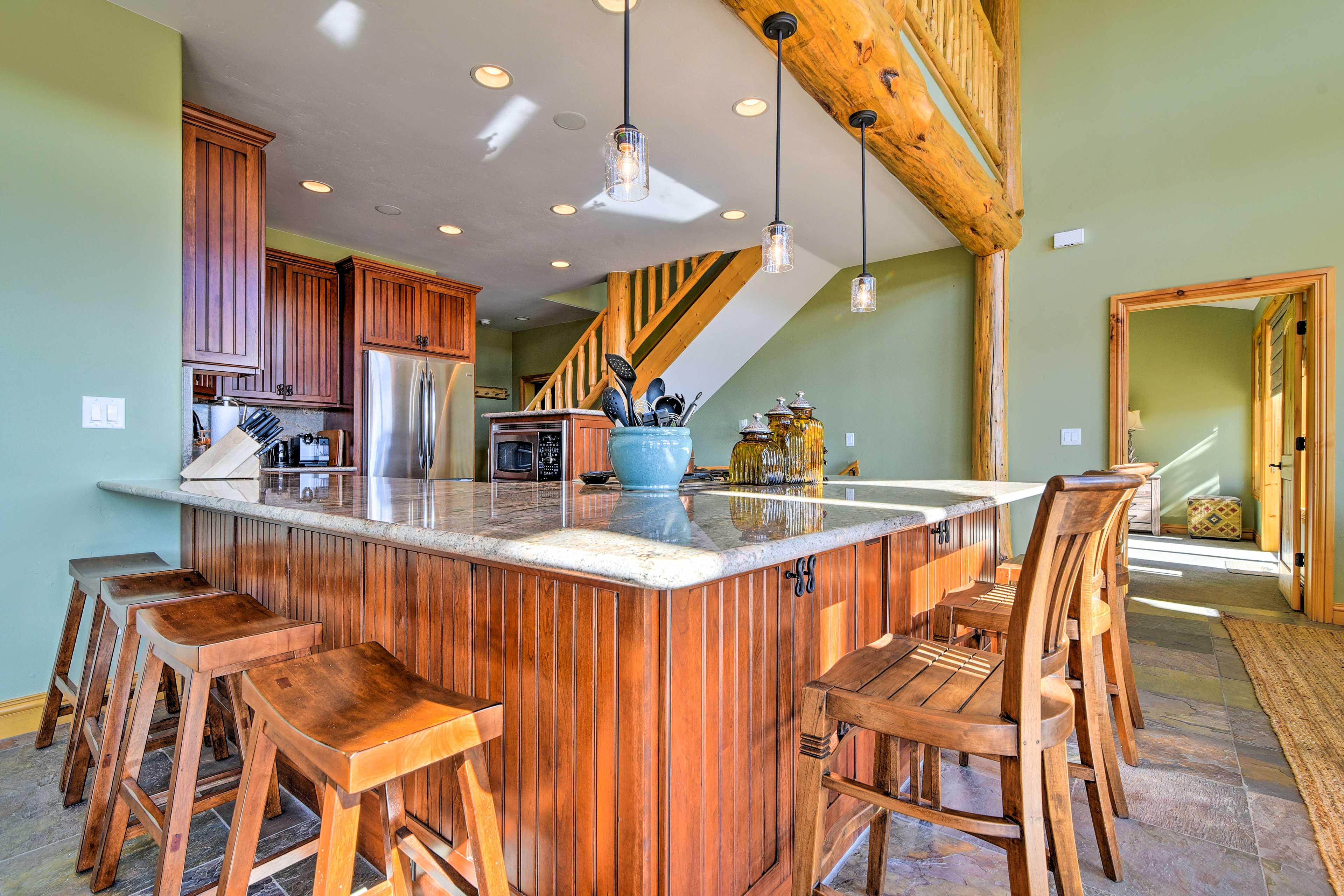Kitchen | Fully Equipped | Wraparound Breakfast Bar