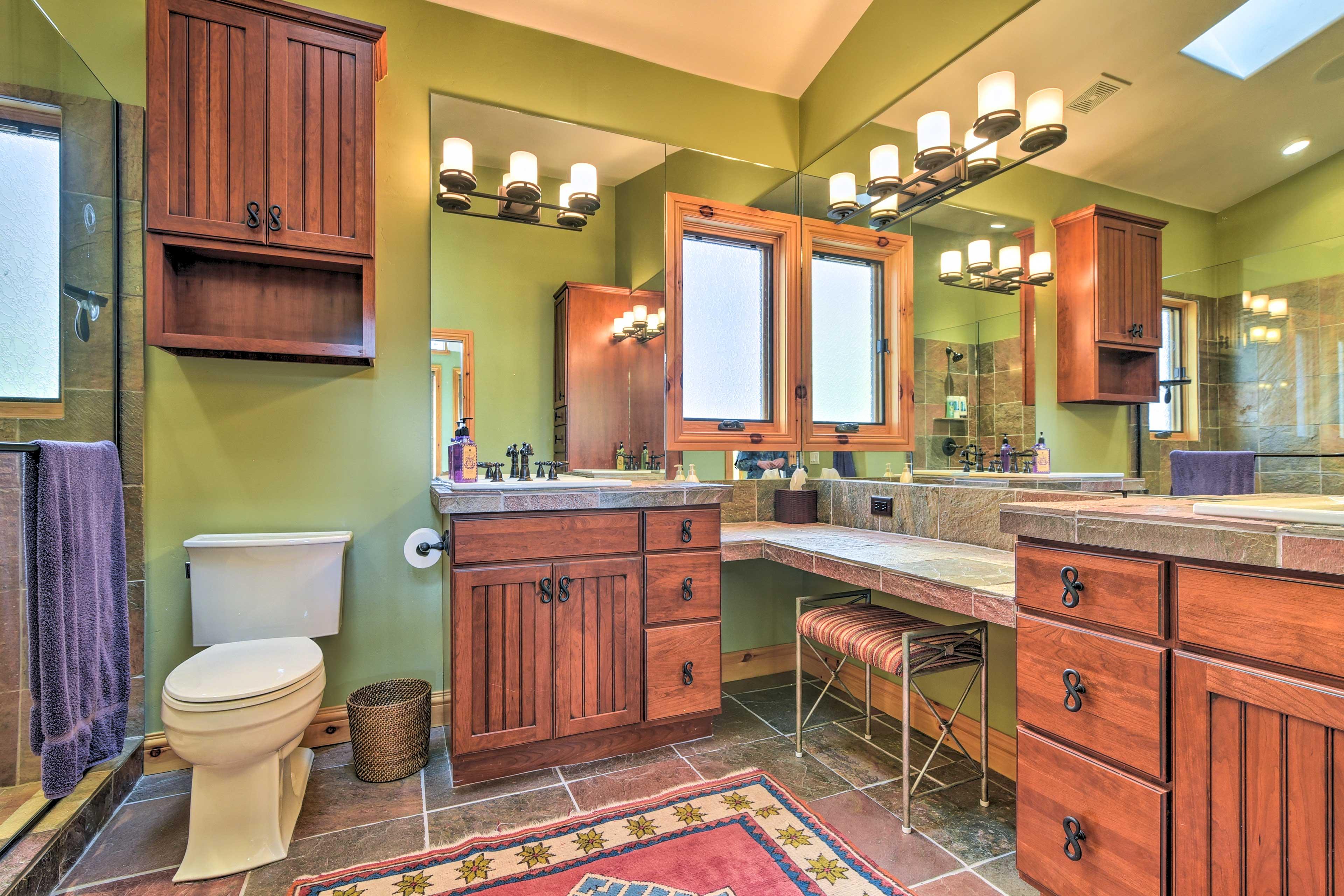 En-Suite Full bathroom | Dual Sinks | Walk-In Shower
