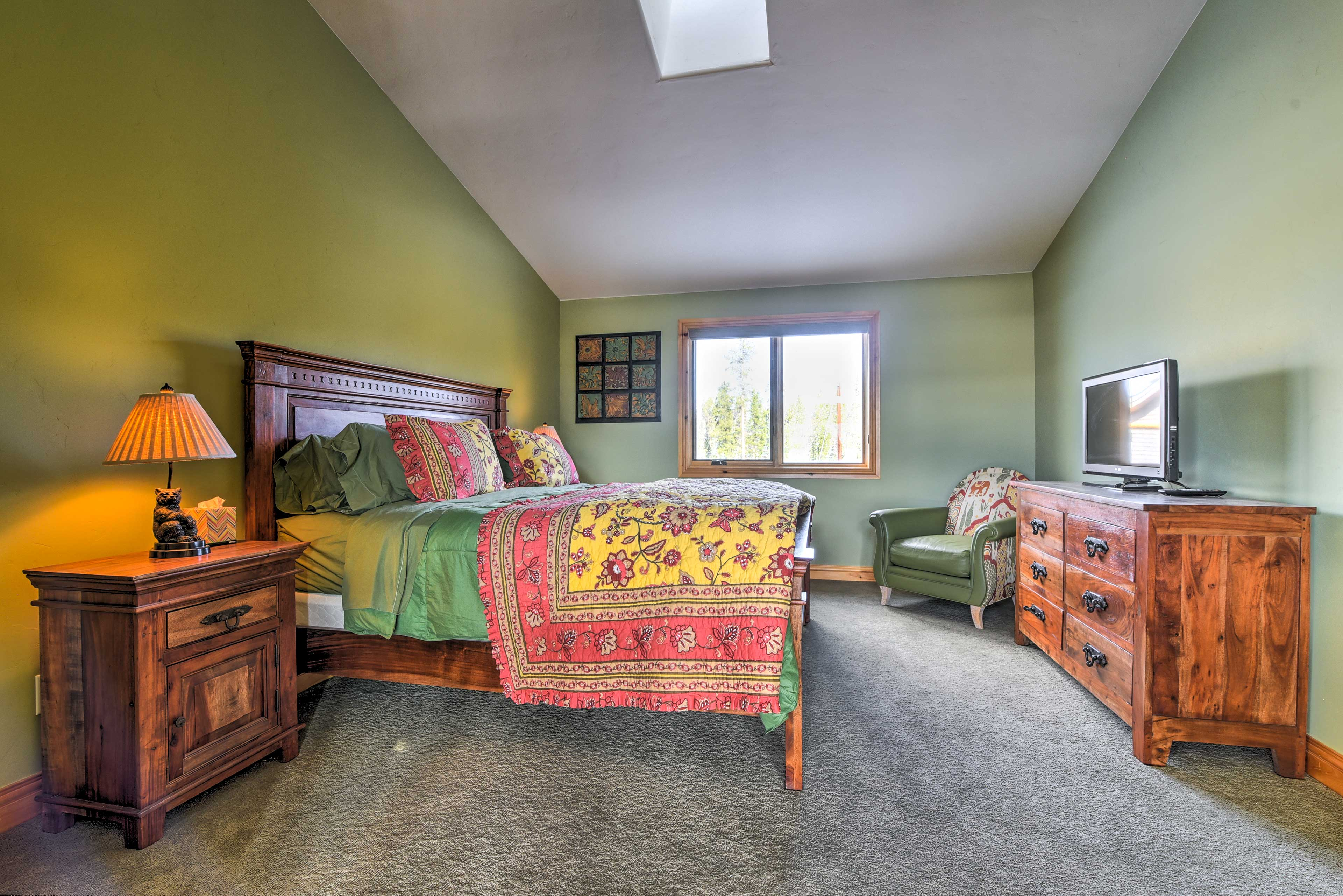Bedroom 2 | Flat-Screen Cable TV