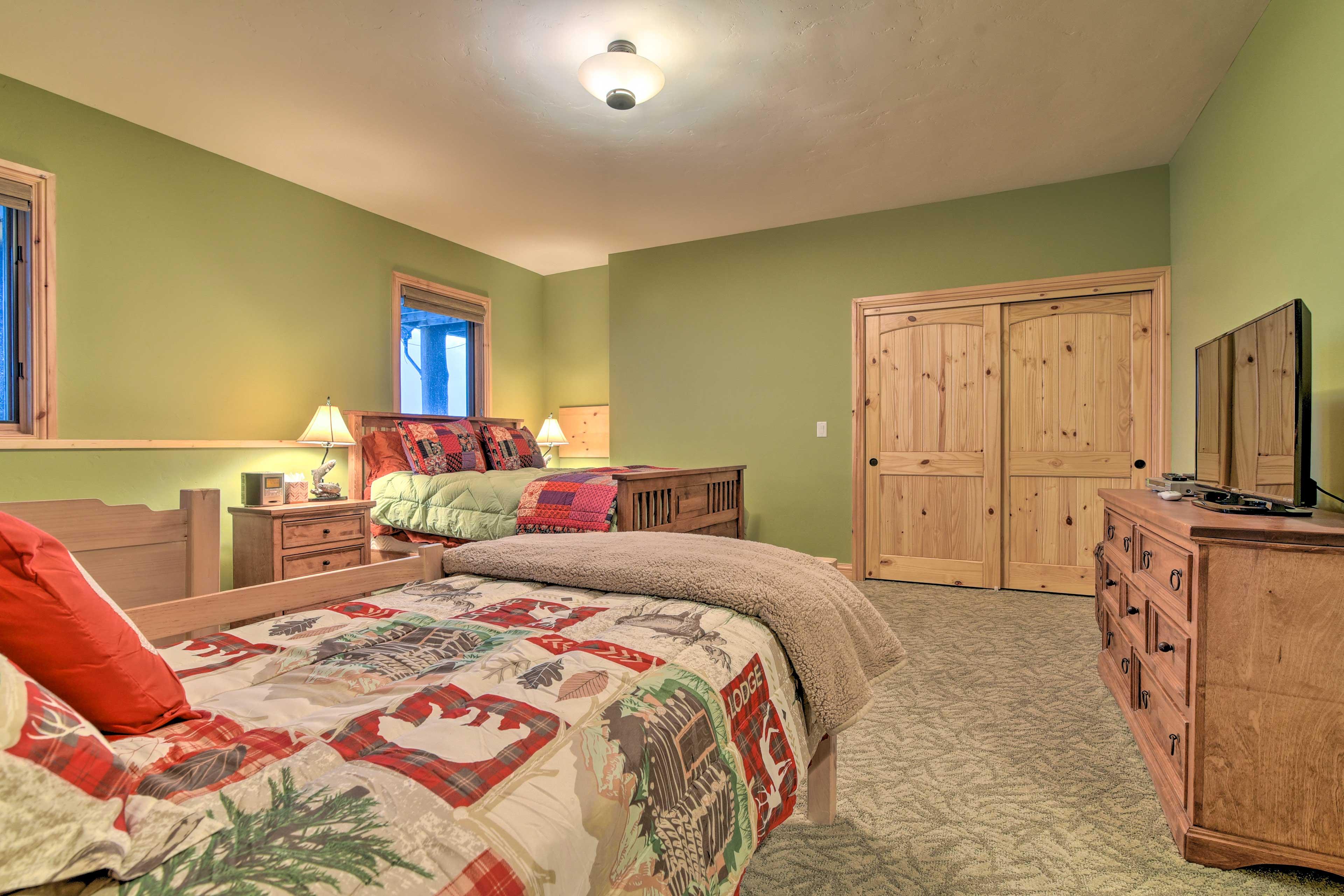 Bedroom 5 | Queen Bed | 2 Twin Beds