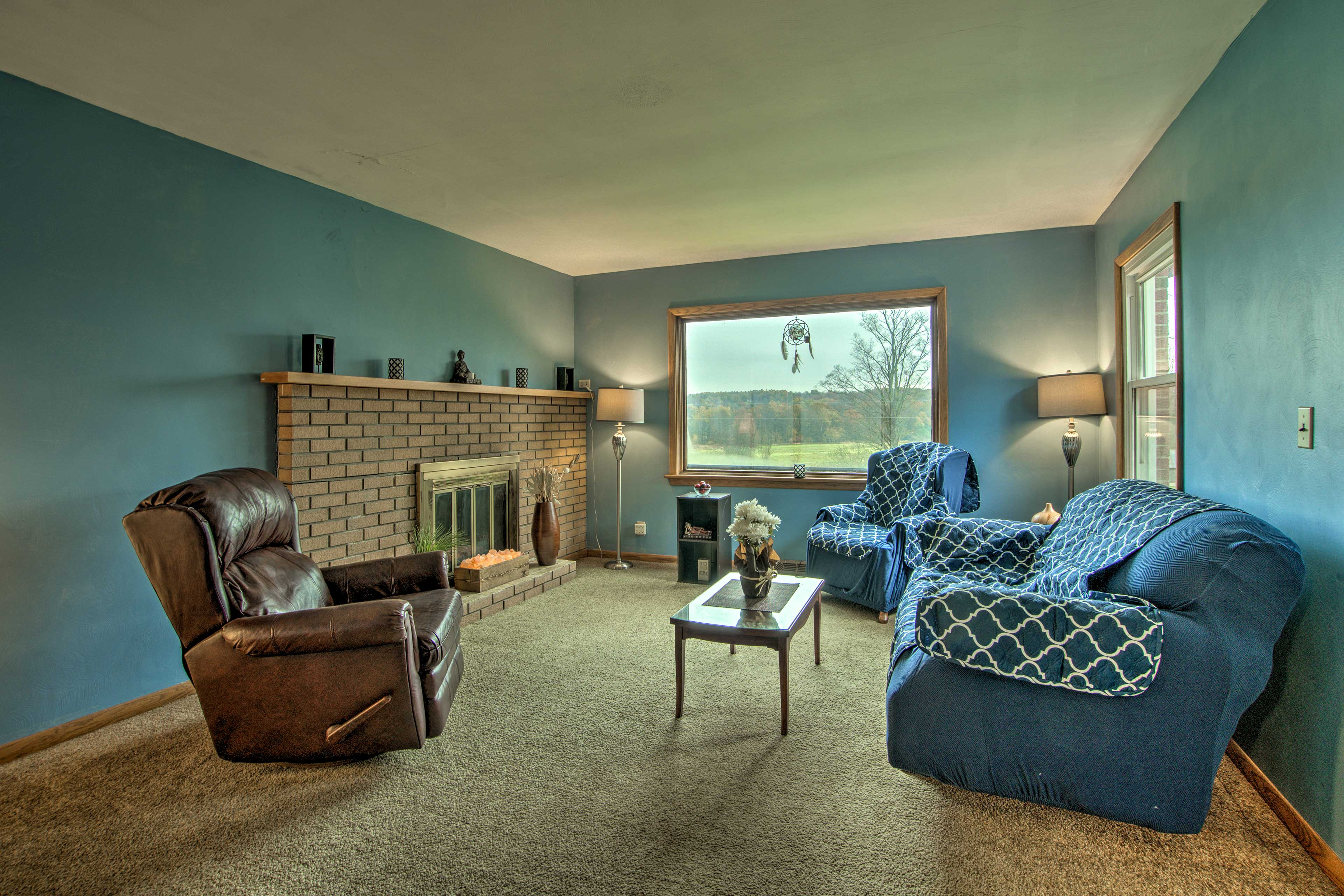 This 2-bed, 1-bath vacation rental home lies on 75 acres of land in Union City!