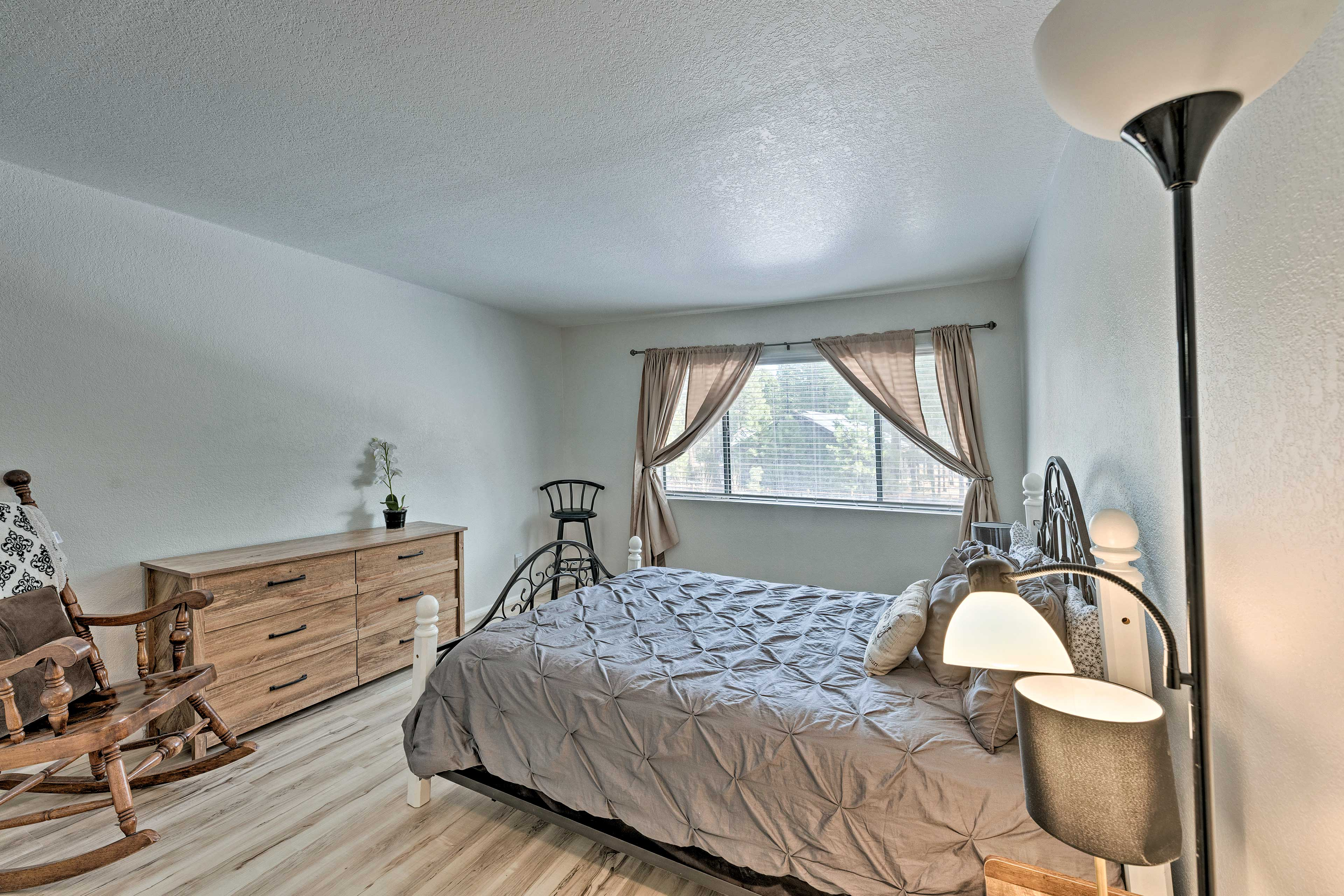 Bedroom 2   Queen Bed