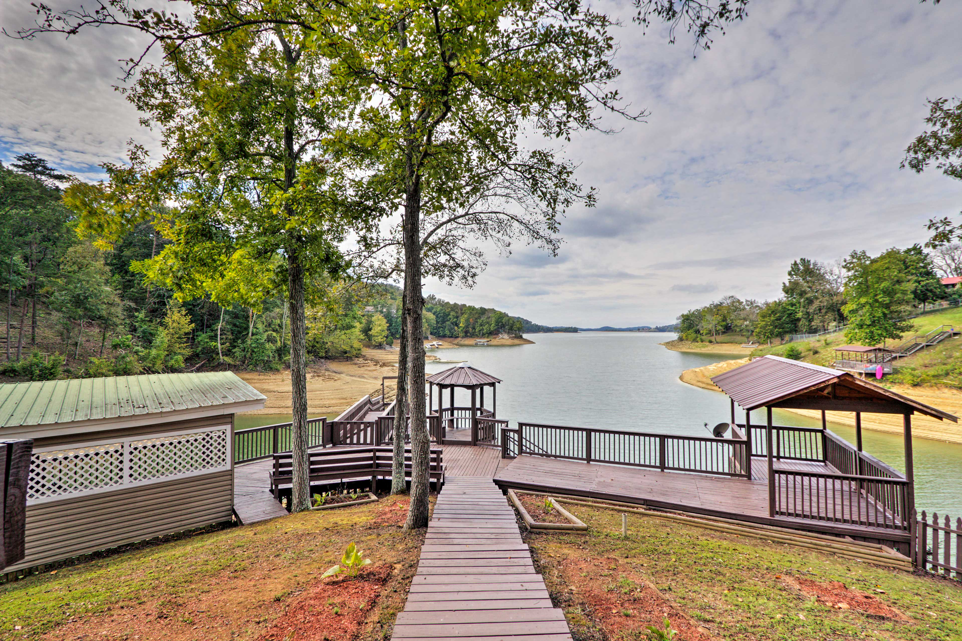 Dandridge Vacation Rental   7BR   4.5BA   4,139  Sq Ft   Stairs Required