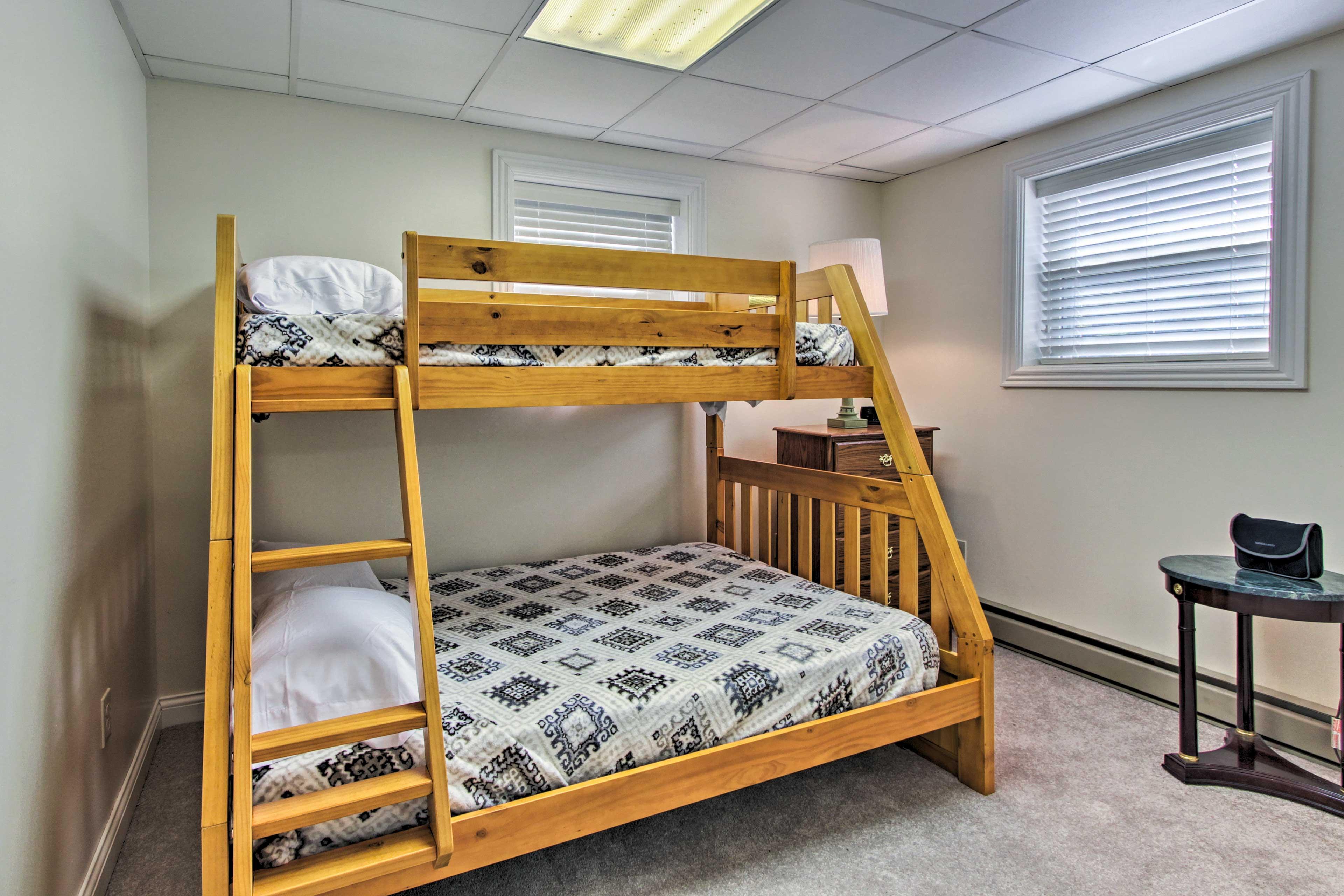 Bedroom 7   Twin/Full Bunk Bed