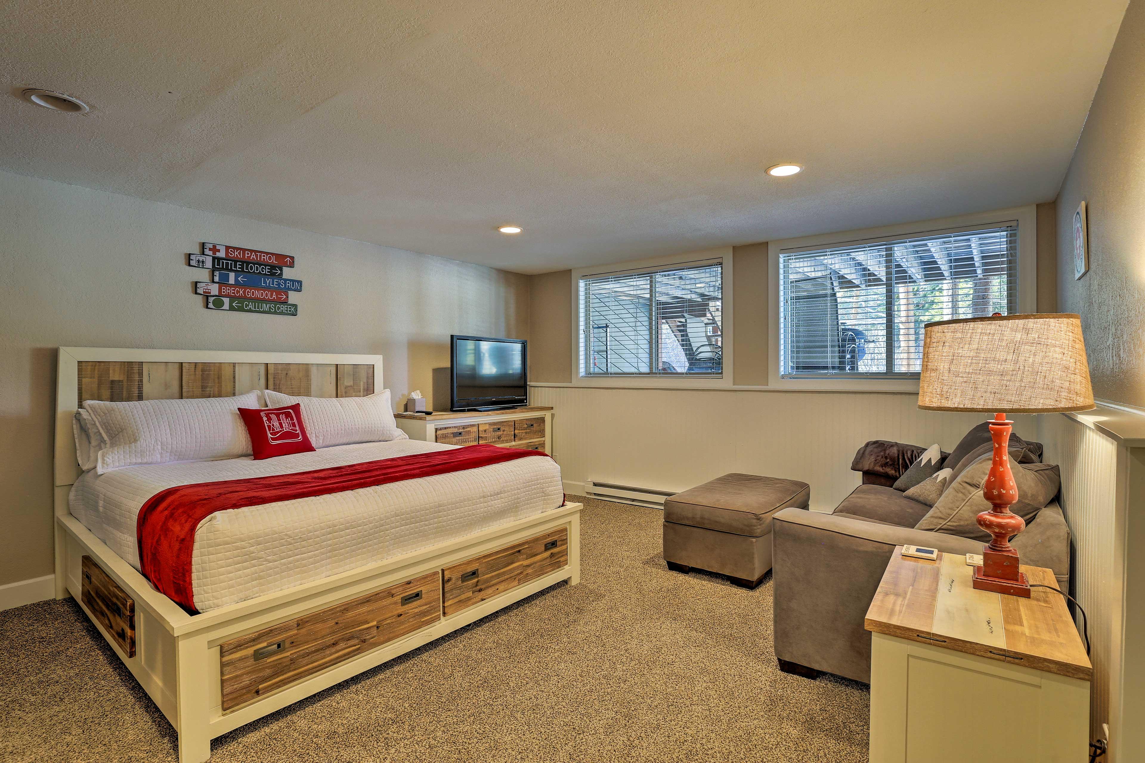 Bedroom 3 | King Bed | Twin Bunk Bed