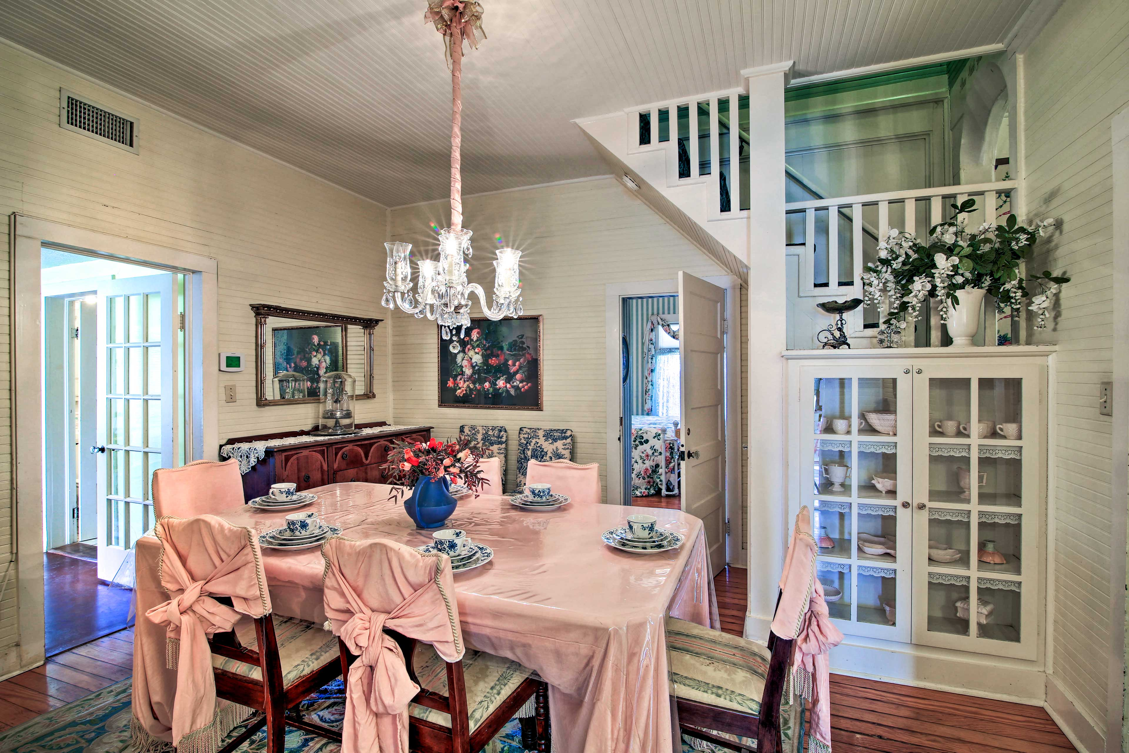 Enjoy meals in the formal dining room.