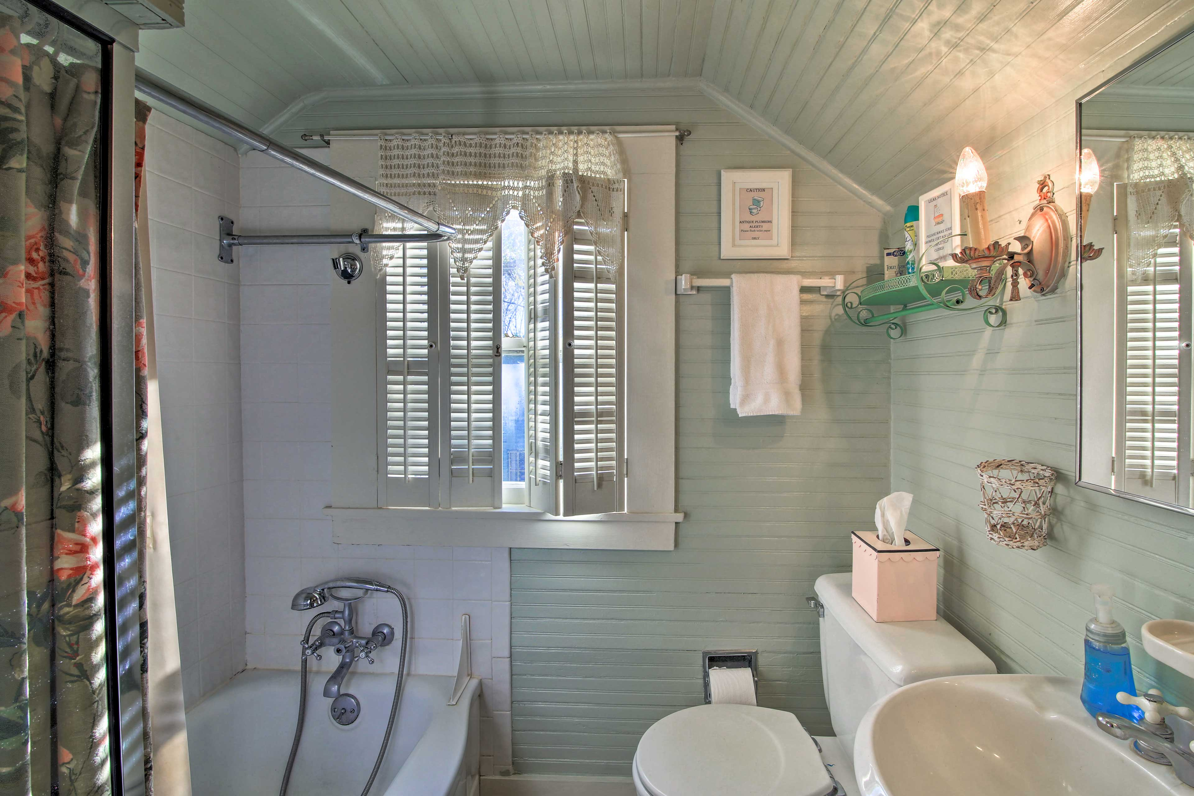 Rinse off in the shower/tub combo of the upstairs bedroom.