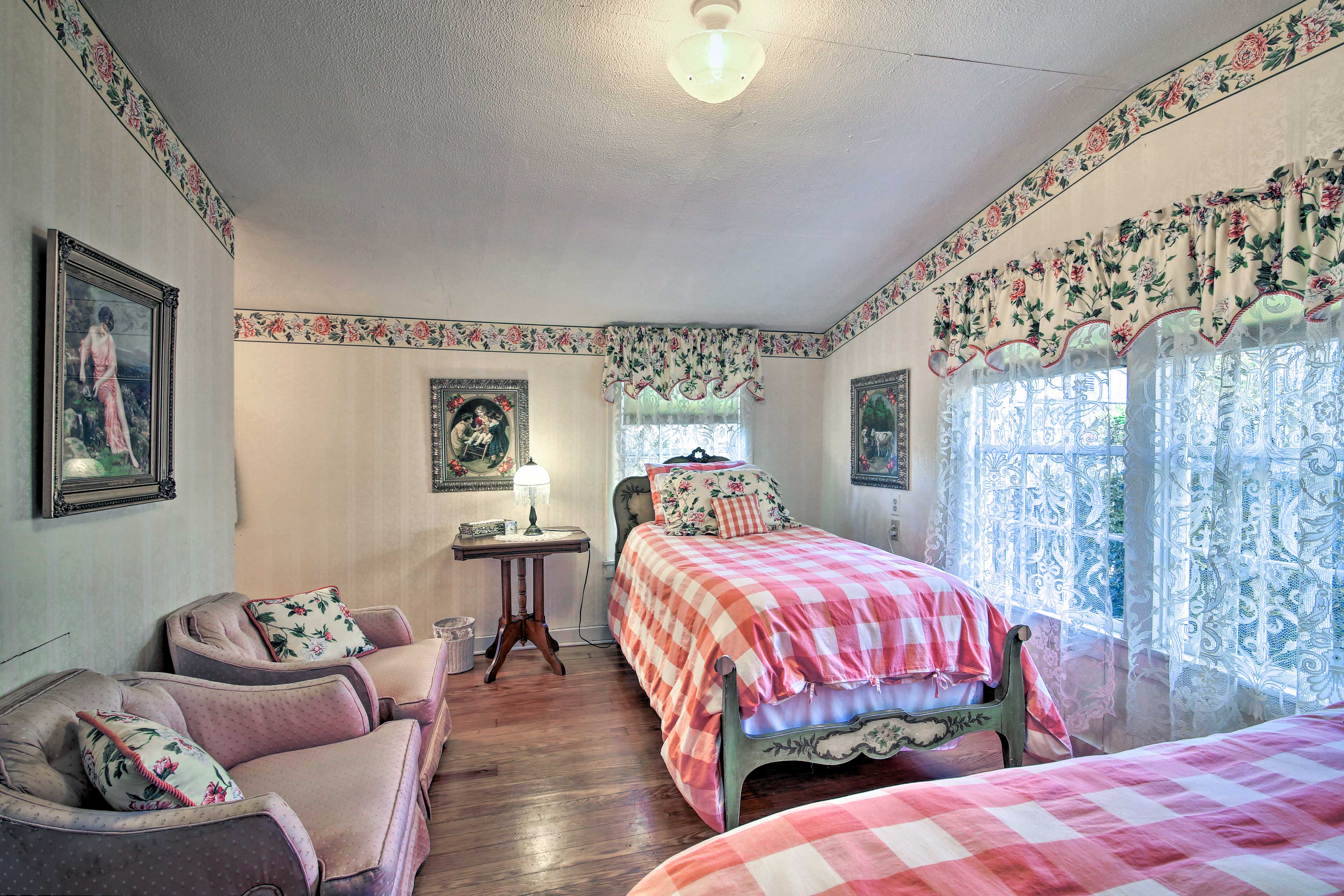 This room has 2 twin beds.