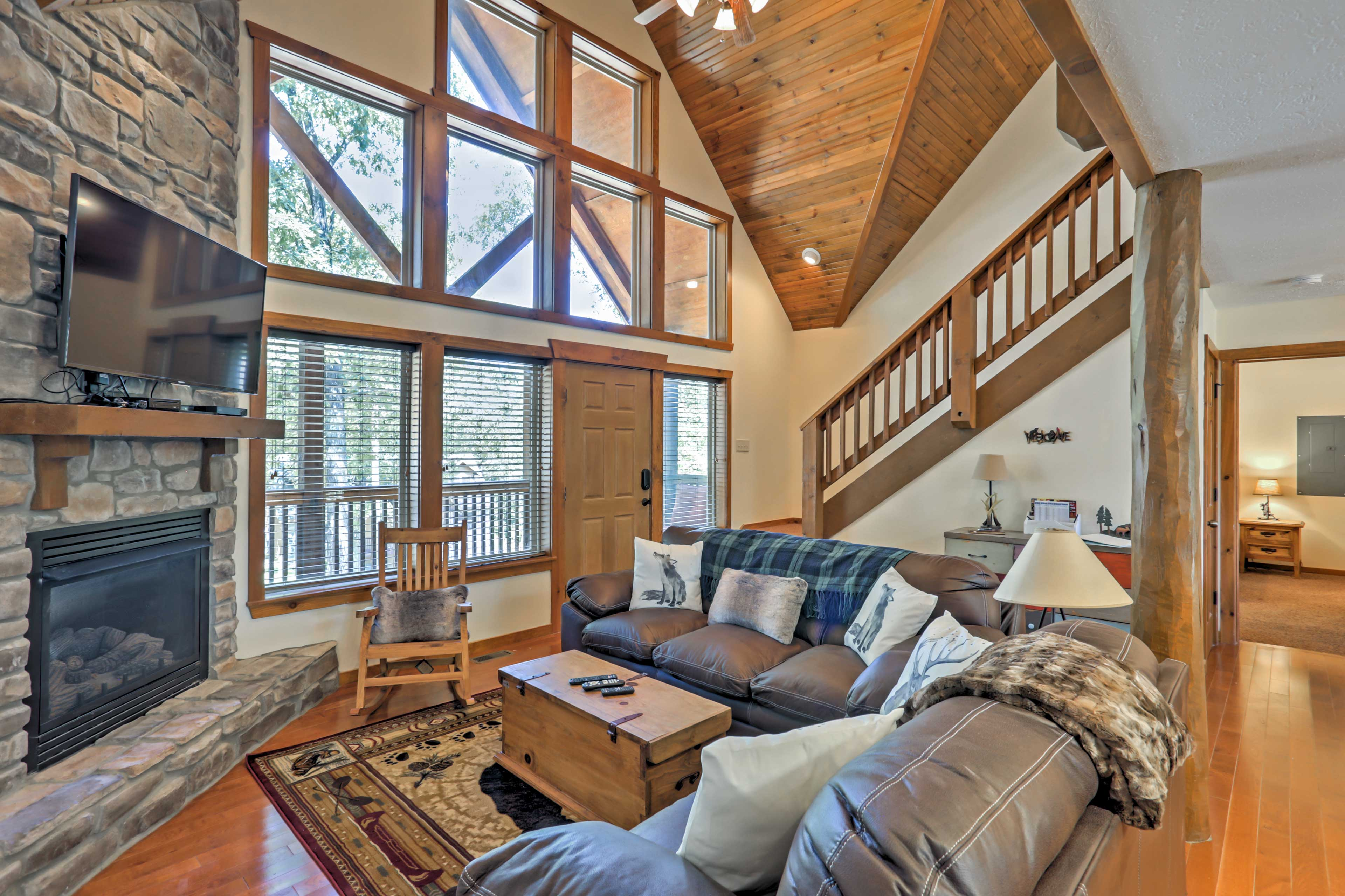 Branson Vacation Rental Cabin   4BR   4BA   2,100 Sq Ft   Private Entrance