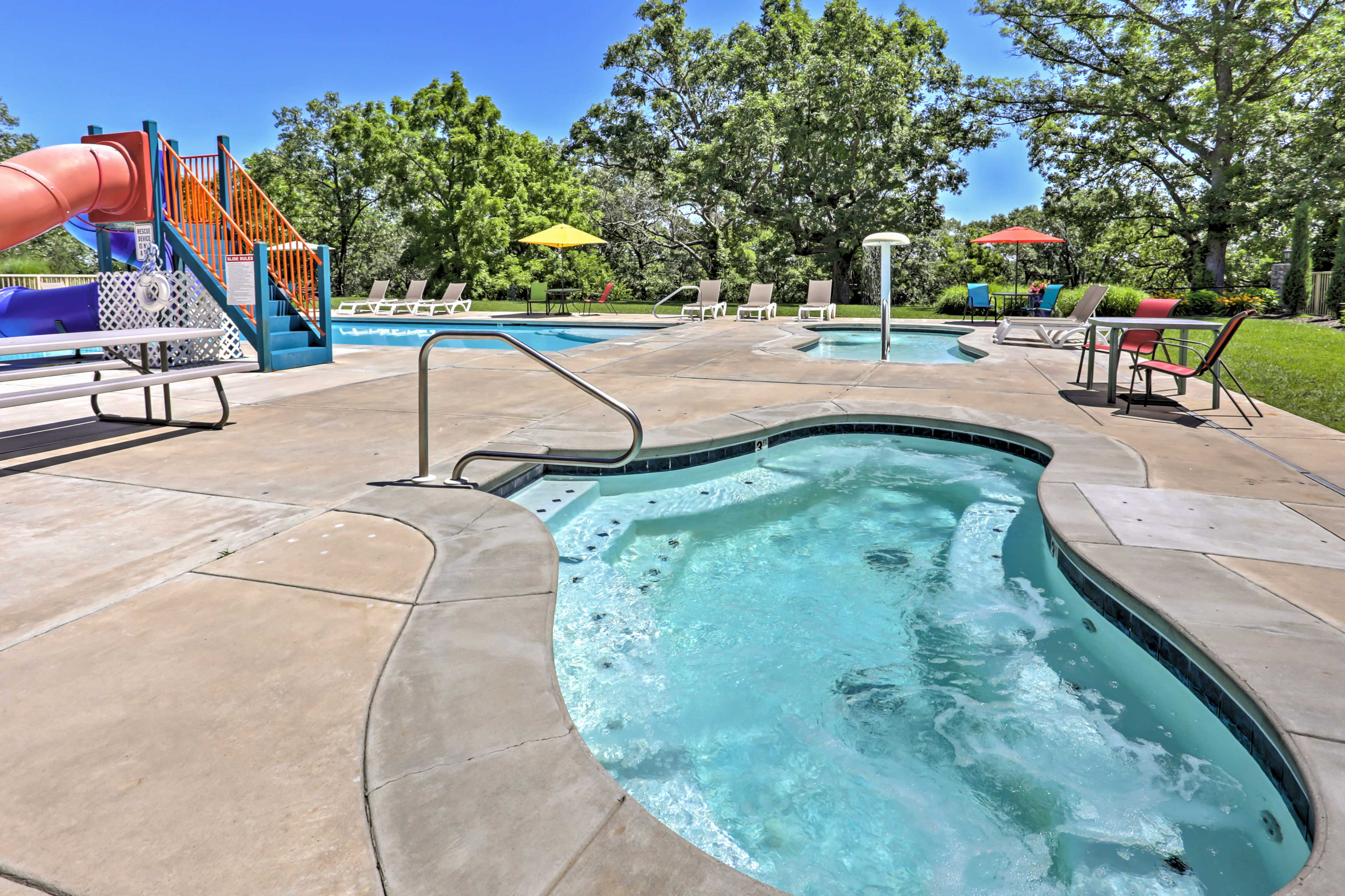 Community Amenities   Pools