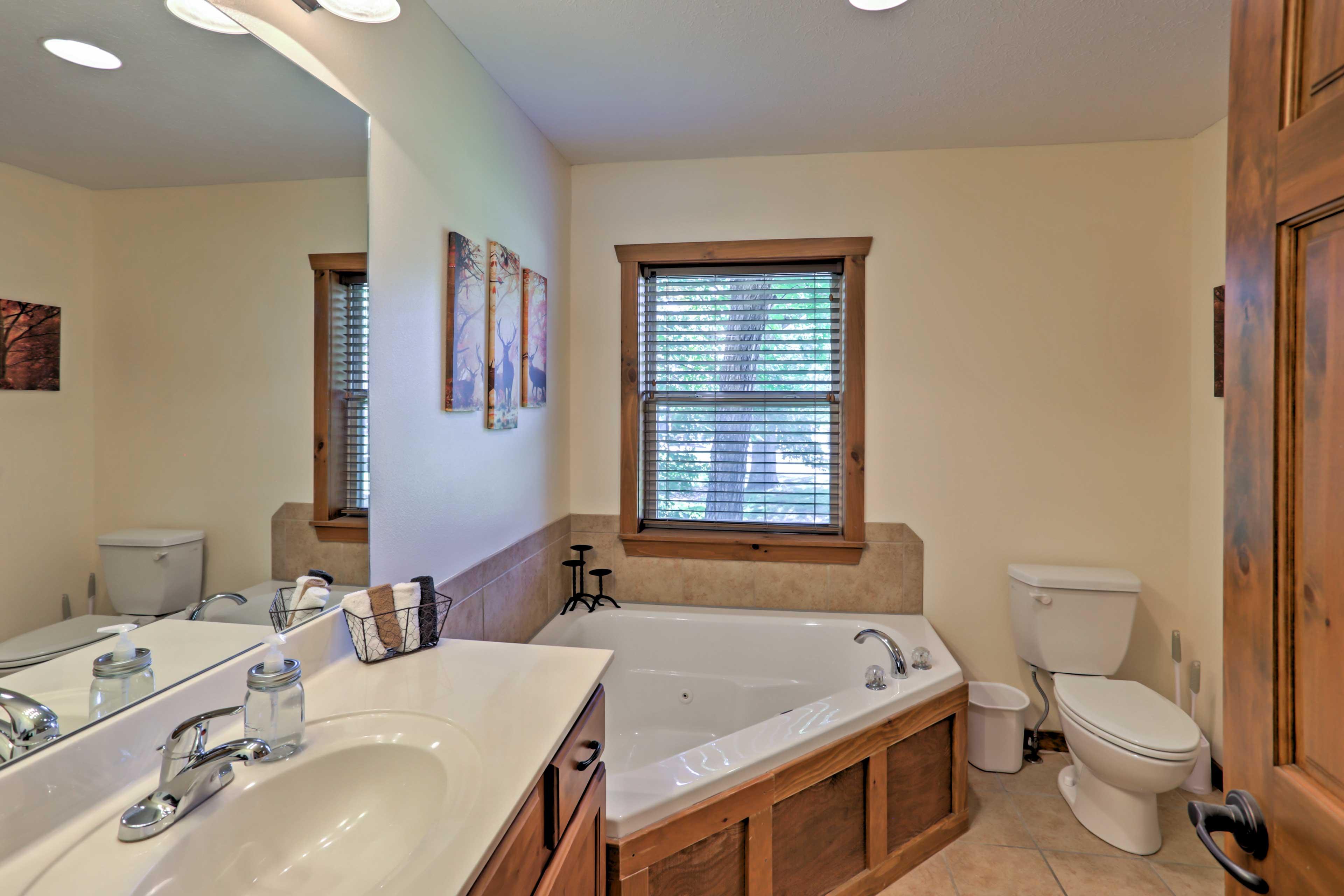Full Bathroom   Jetted Tub
