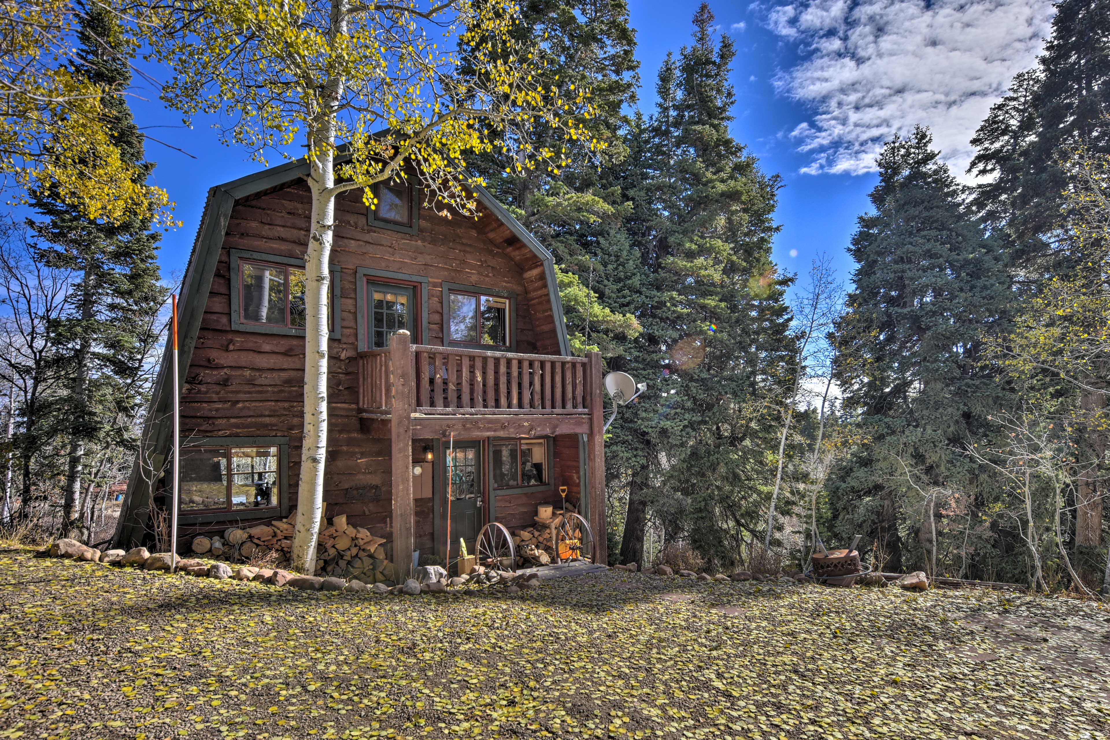 Discover scenery and solitude at this 1,400-square-foot Coalville cabin.