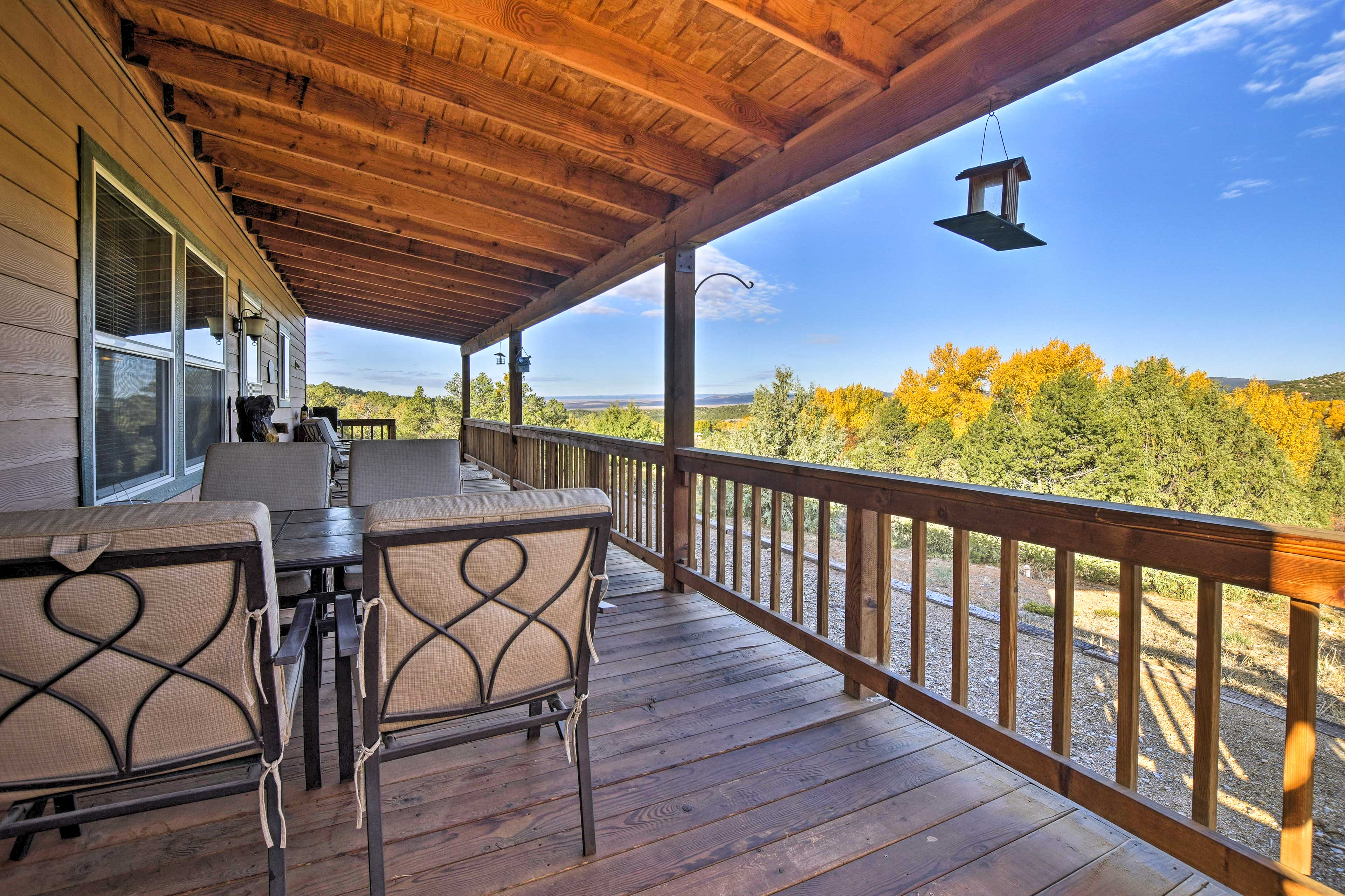 See the sites around San Cristobal from this cozy cabin just north of Taos.