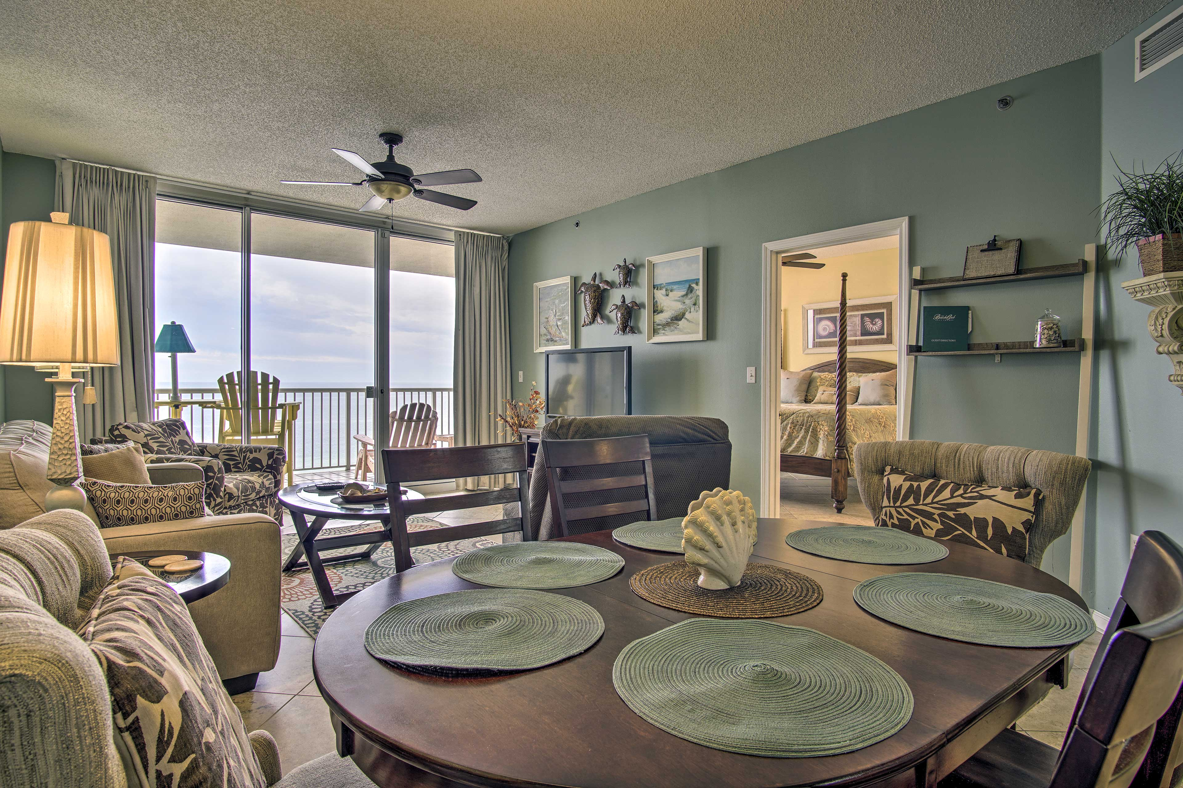 Enjoy dinner with a view of the ocean!