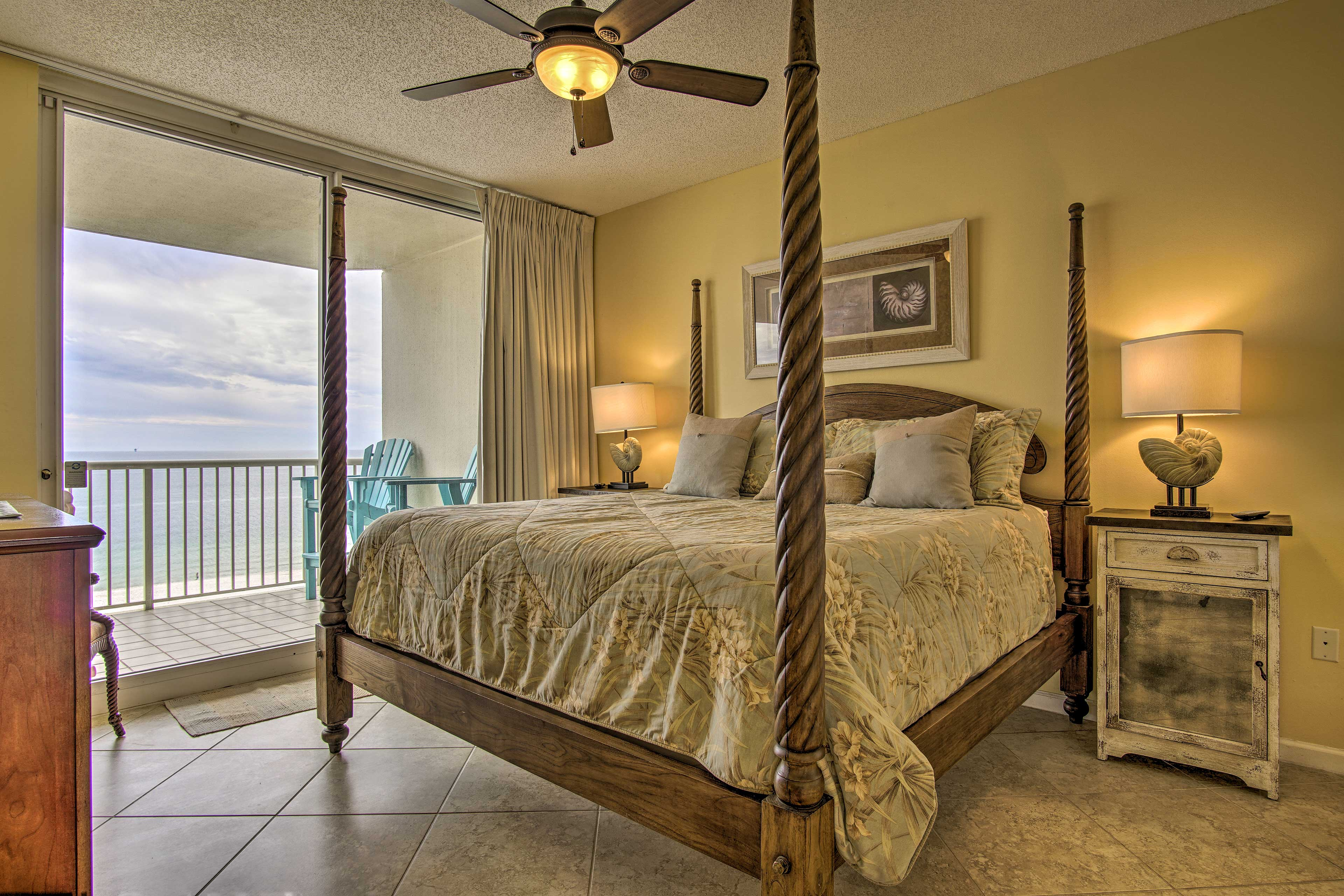 Lay back in the comfy 4-poster king bed in the master bedroom.