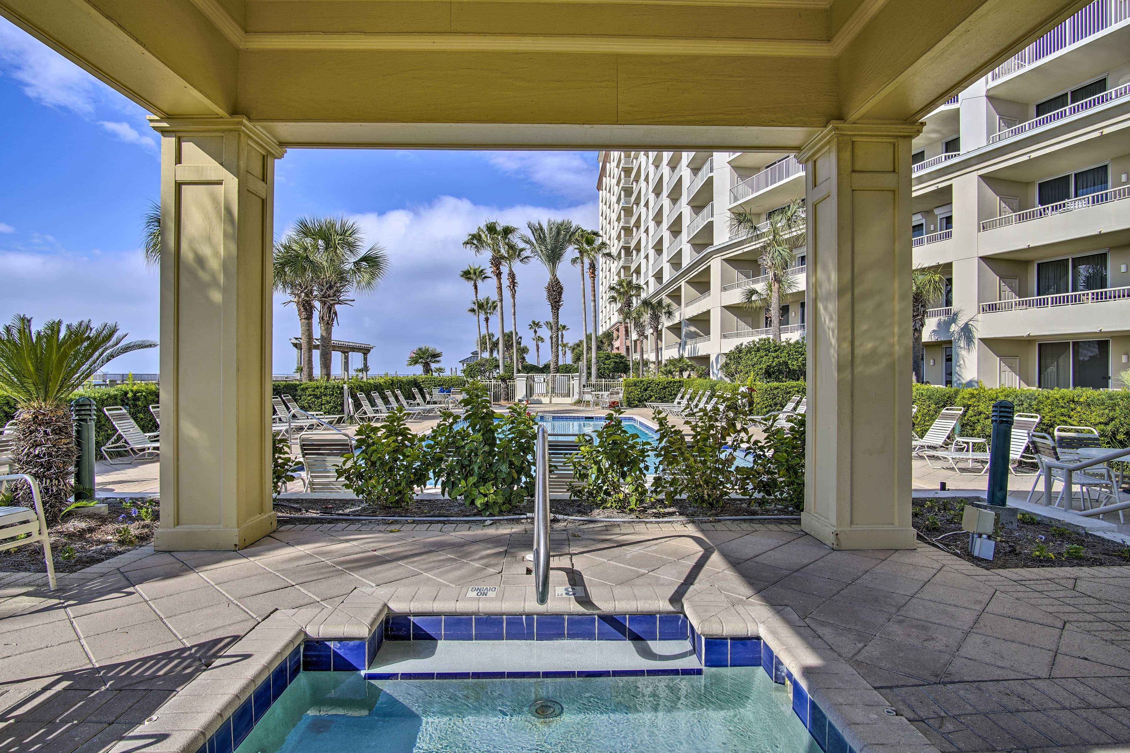 You'll have access to 4 pools and 4 hot tubs during your stay!
