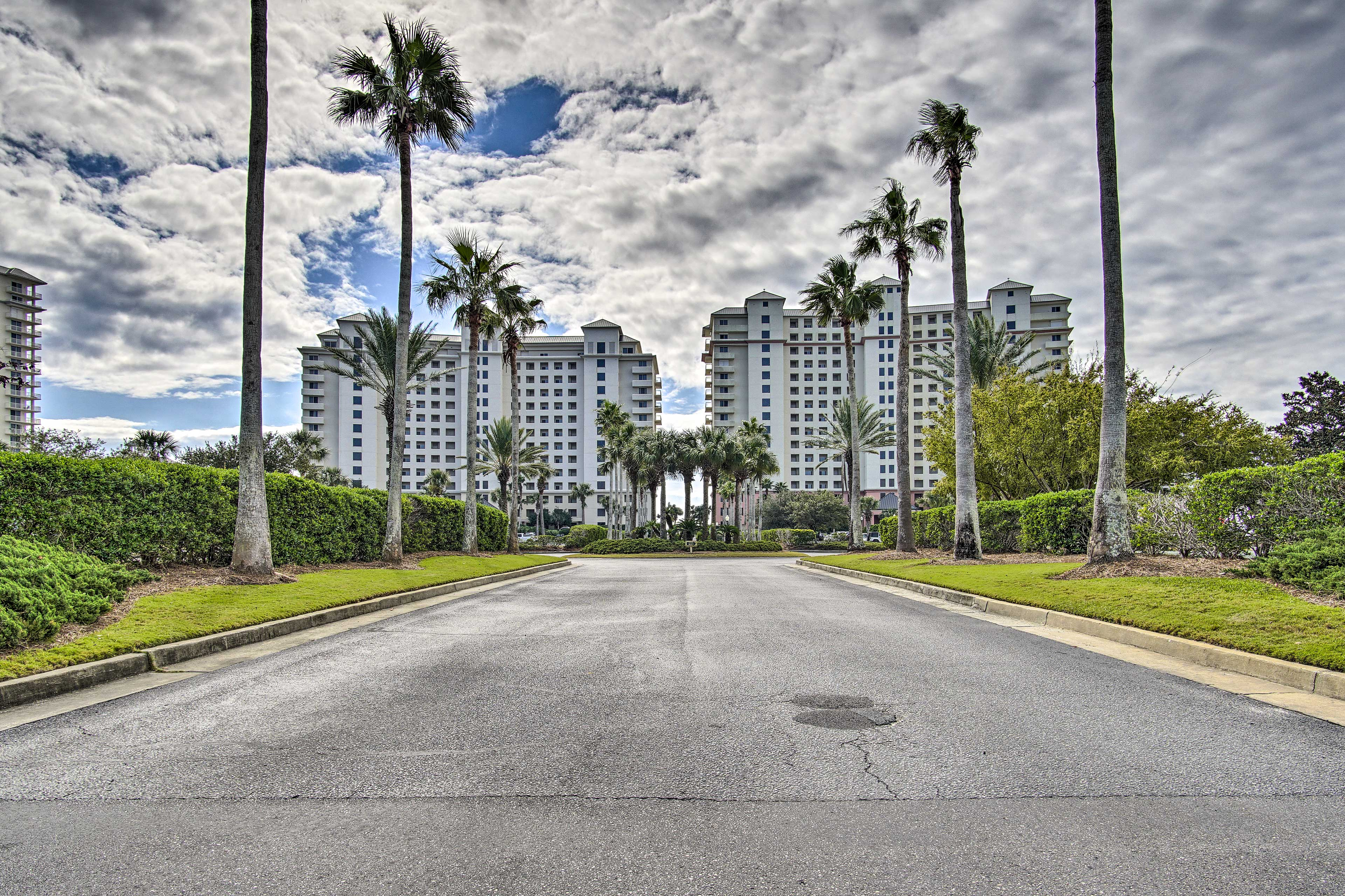 Enjoy easy access to shopping, restaurants, golfing, fishing and so much more!
