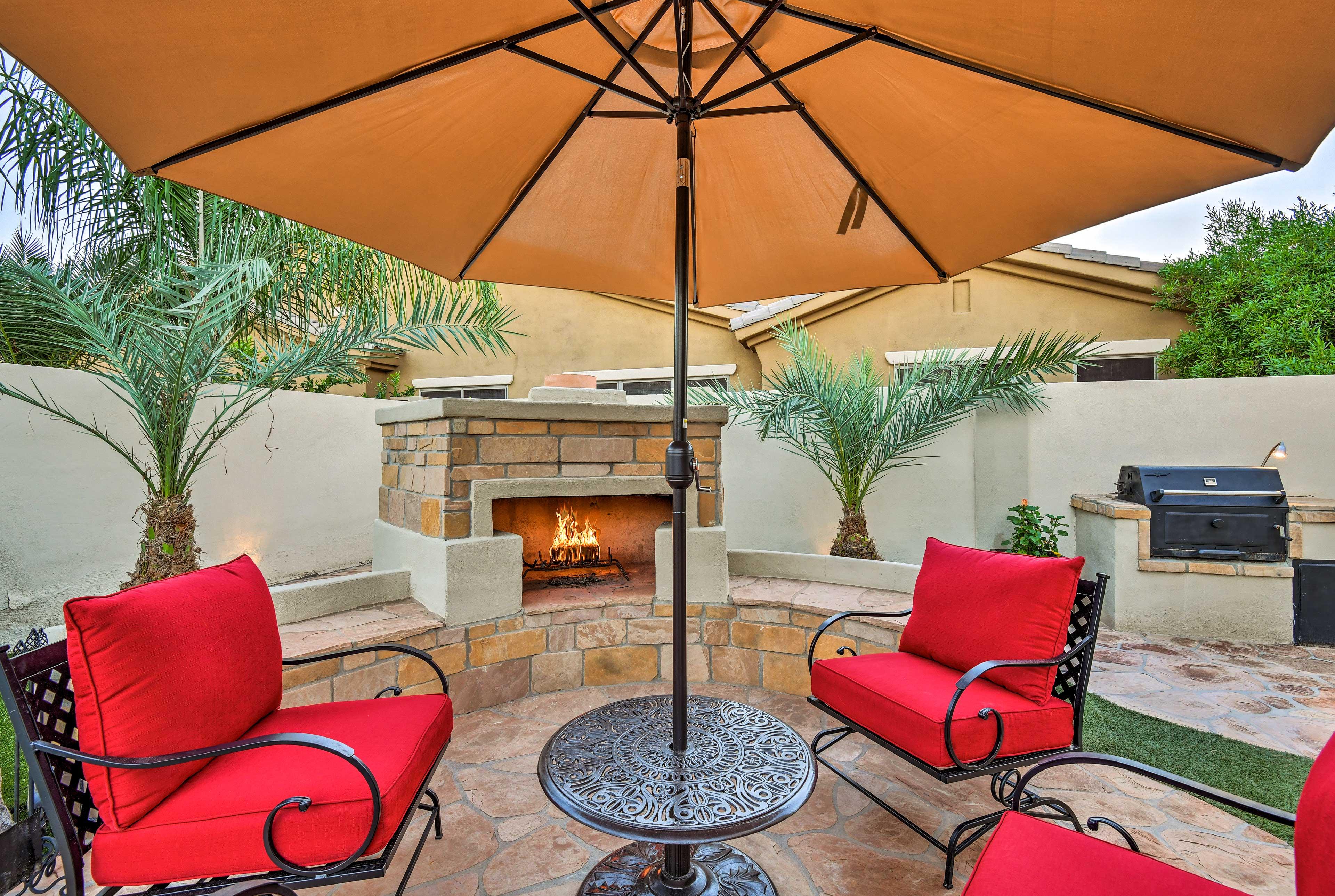 Private Backyard   Wood-Burning Fireplace