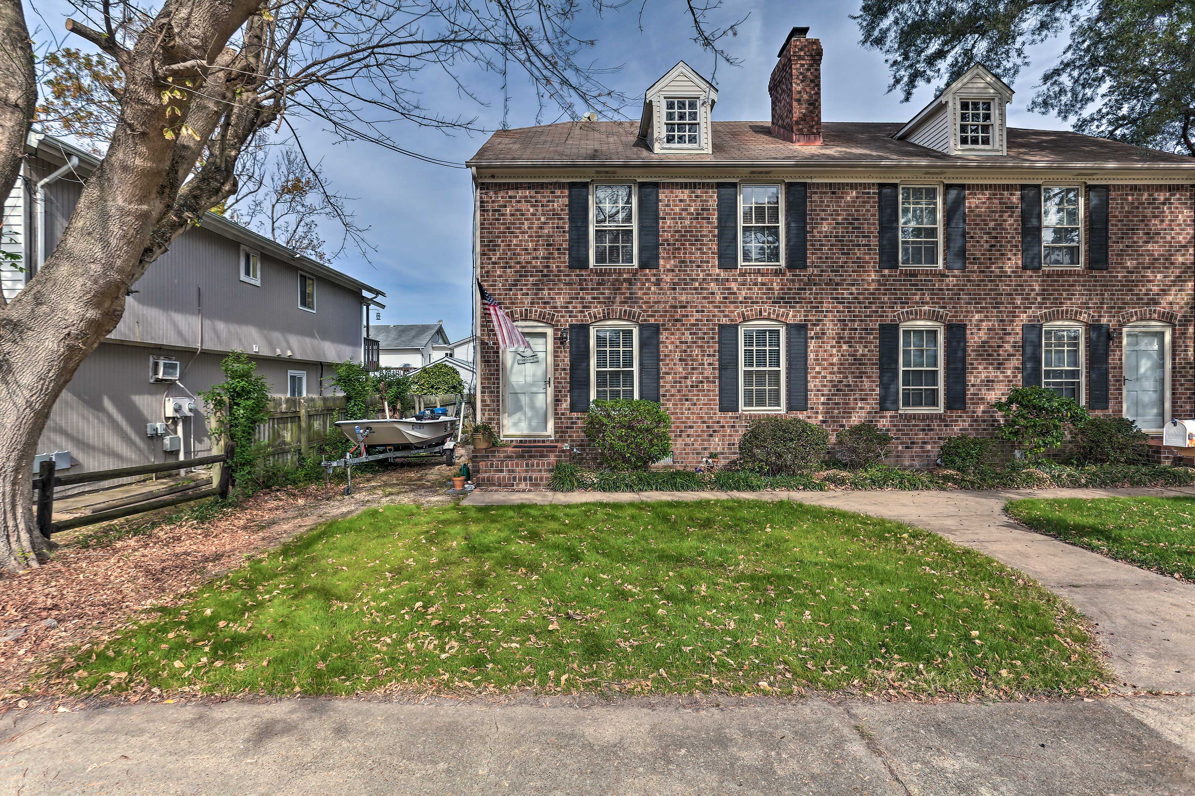 Take a trip to Virginia Beach and stay at this vacation rental townhouse!