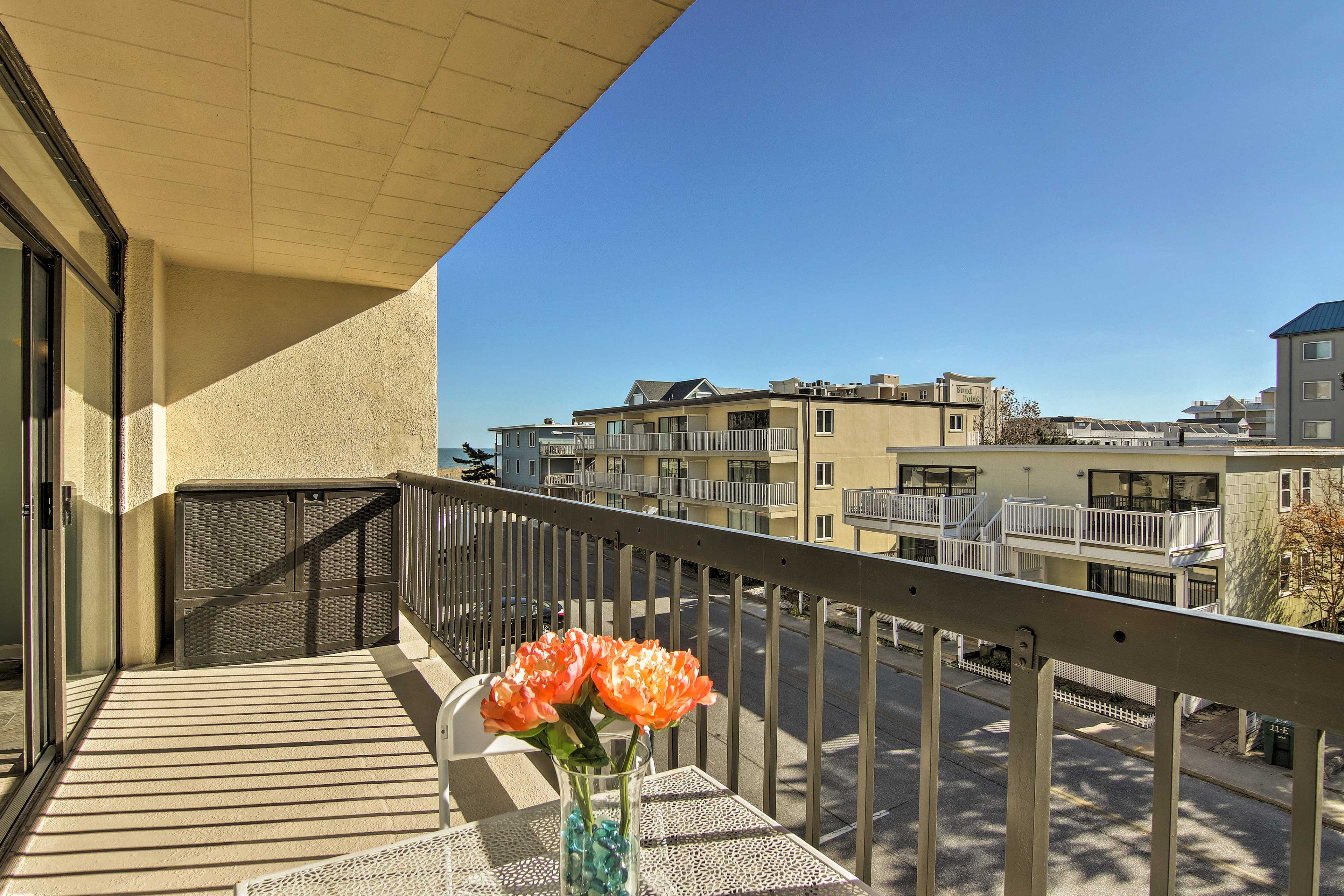 Sip coffee & evening nightcaps on the balcony, with peek-a-boo ocean views.
