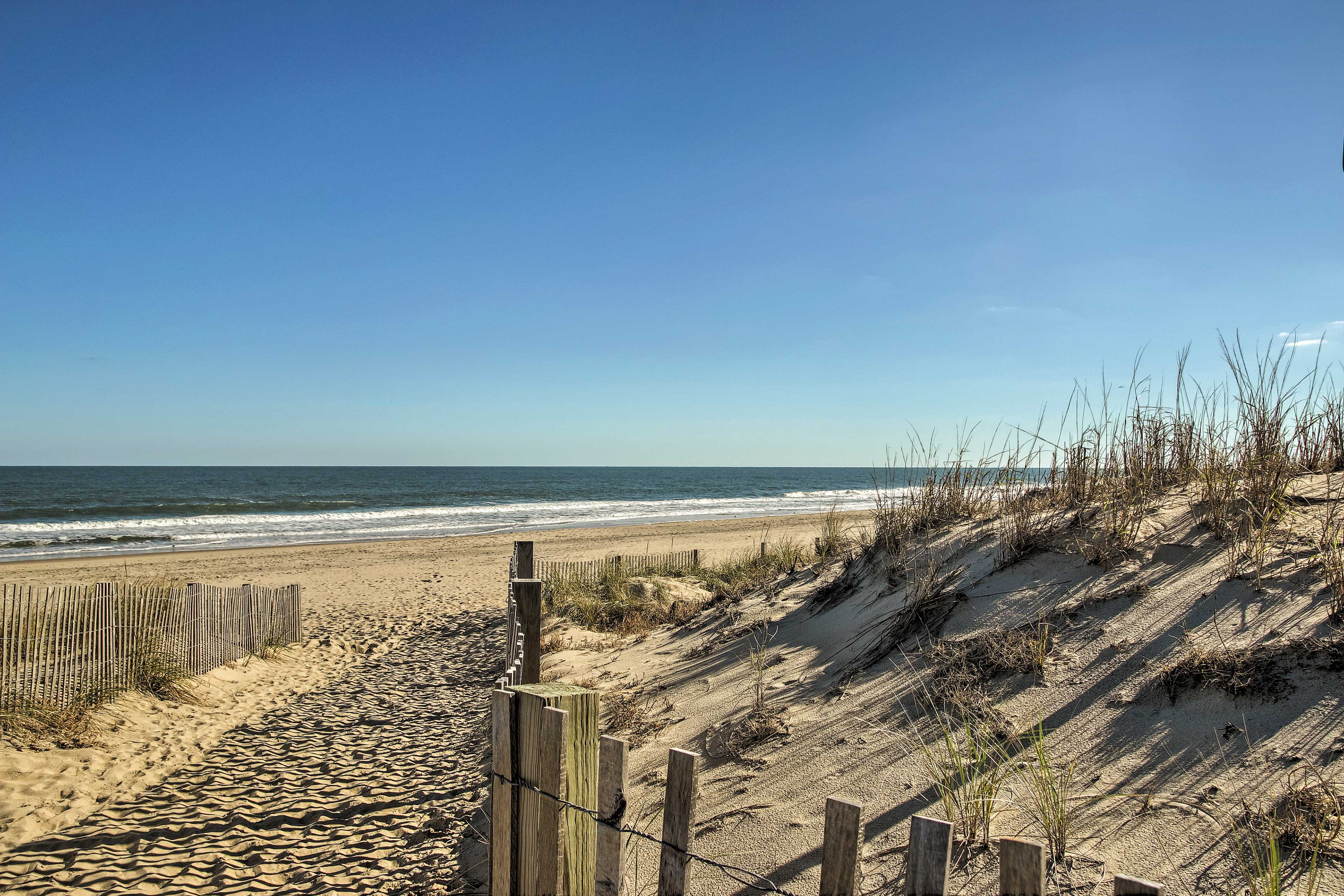 The condo lies just a short, leisurely walk from the sandy shoreline.