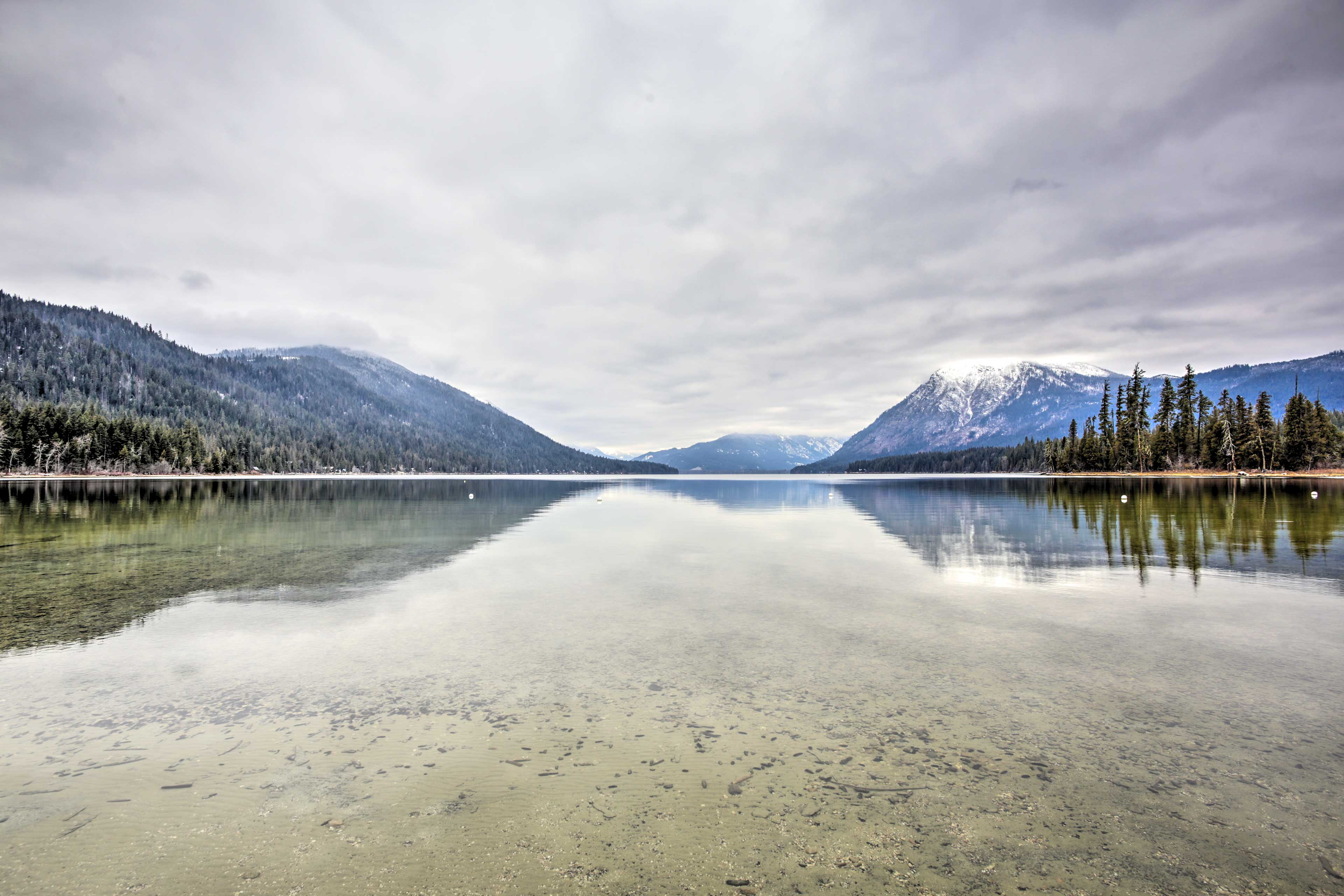Located steps from Lake Wenatchee, this home for 11 can't be beat!