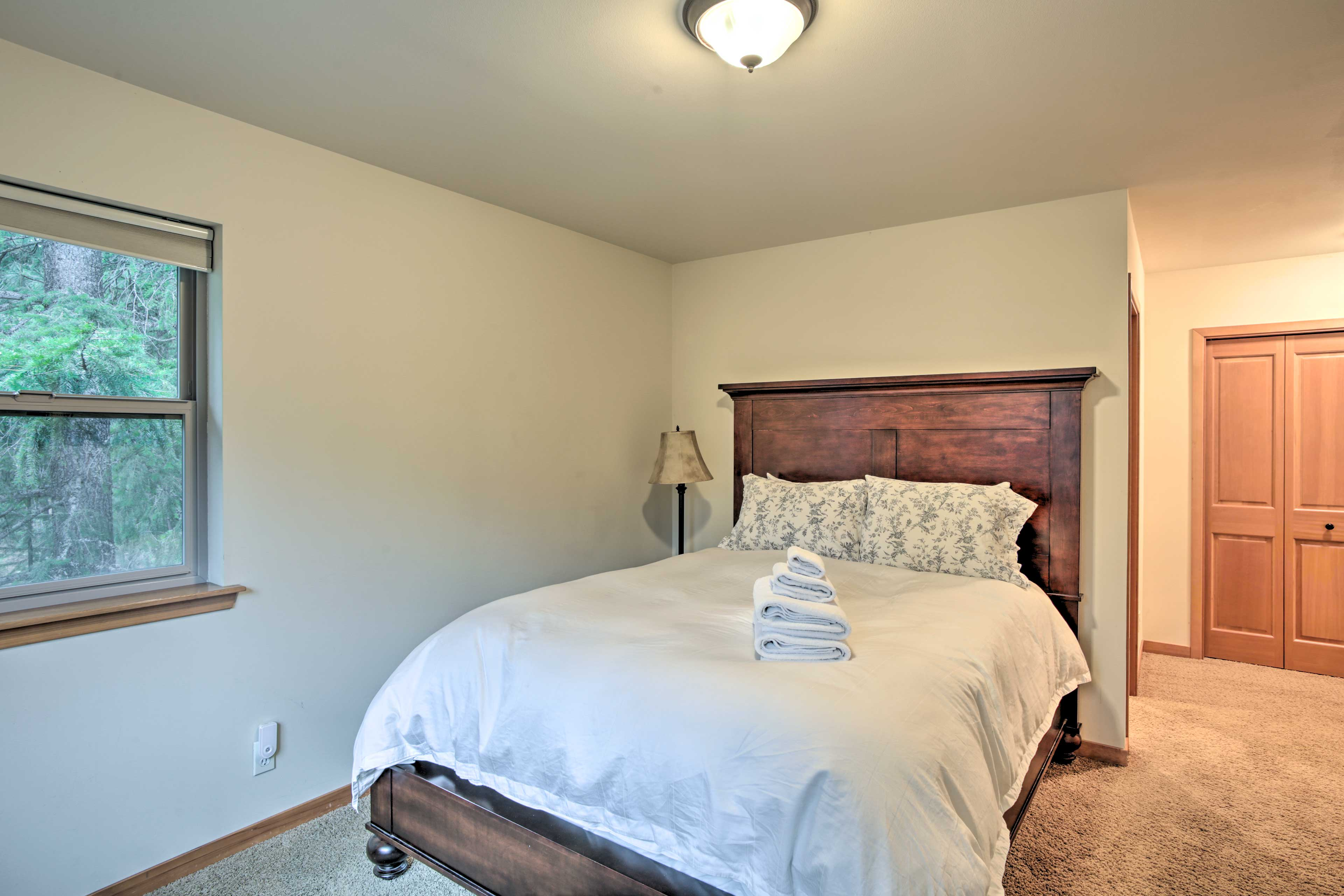 You'll wake up ready for adventure in this queen bed.
