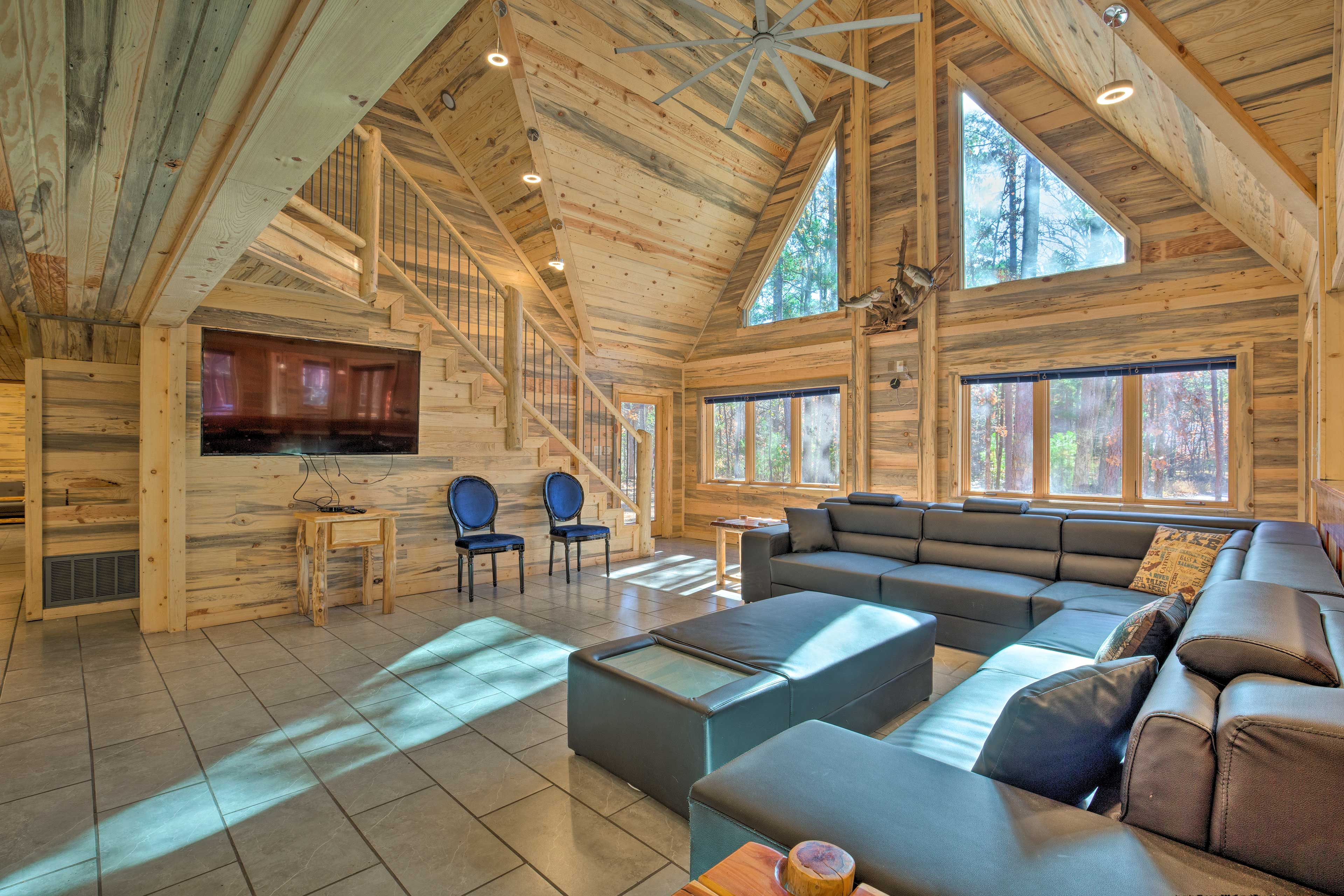 Enjoy the Broken Bow Lake area in style at this spacious cabin.