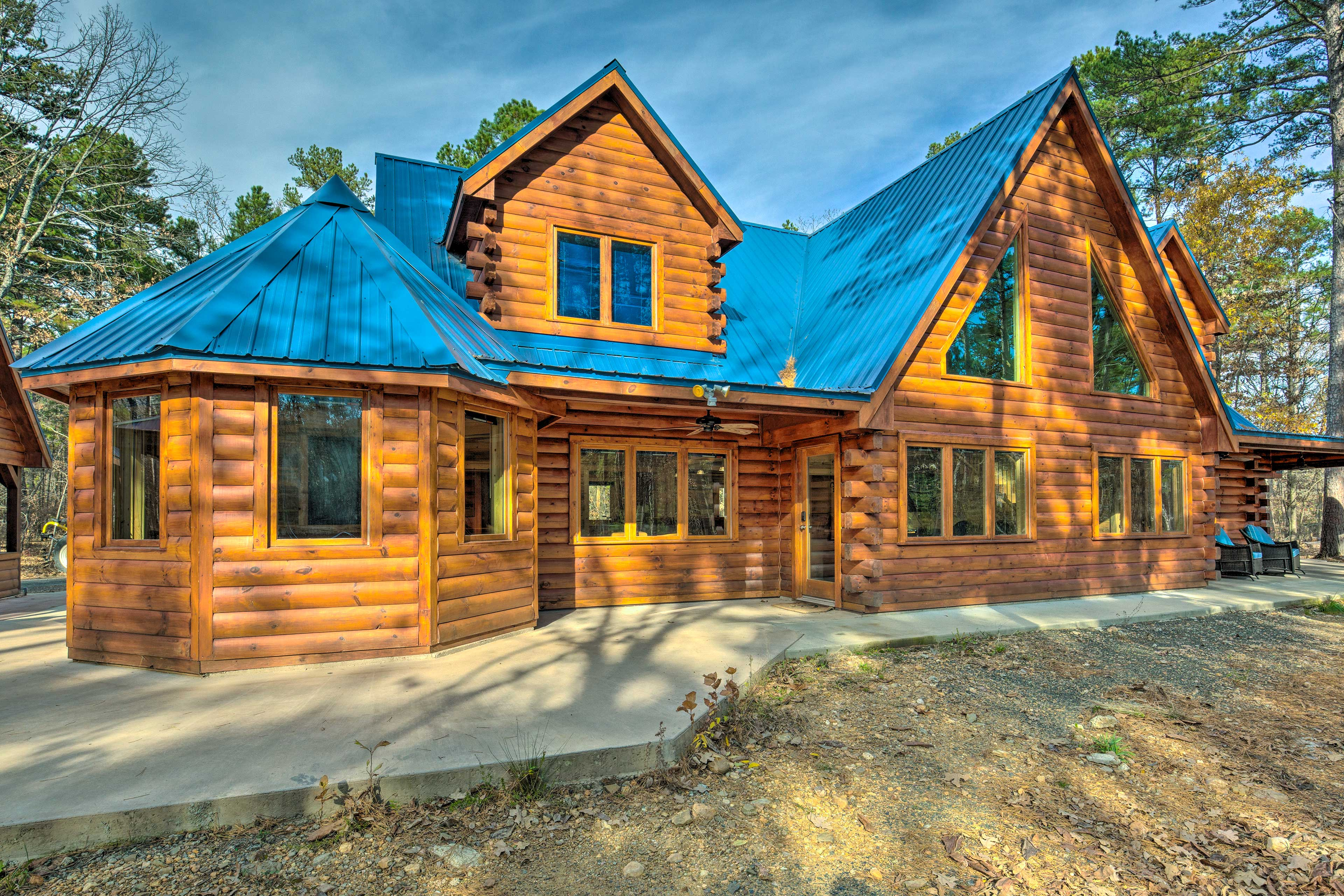 'Blue Bass Lodge' features 6 bedrooms, 3 bathrooms, and a hot tub.