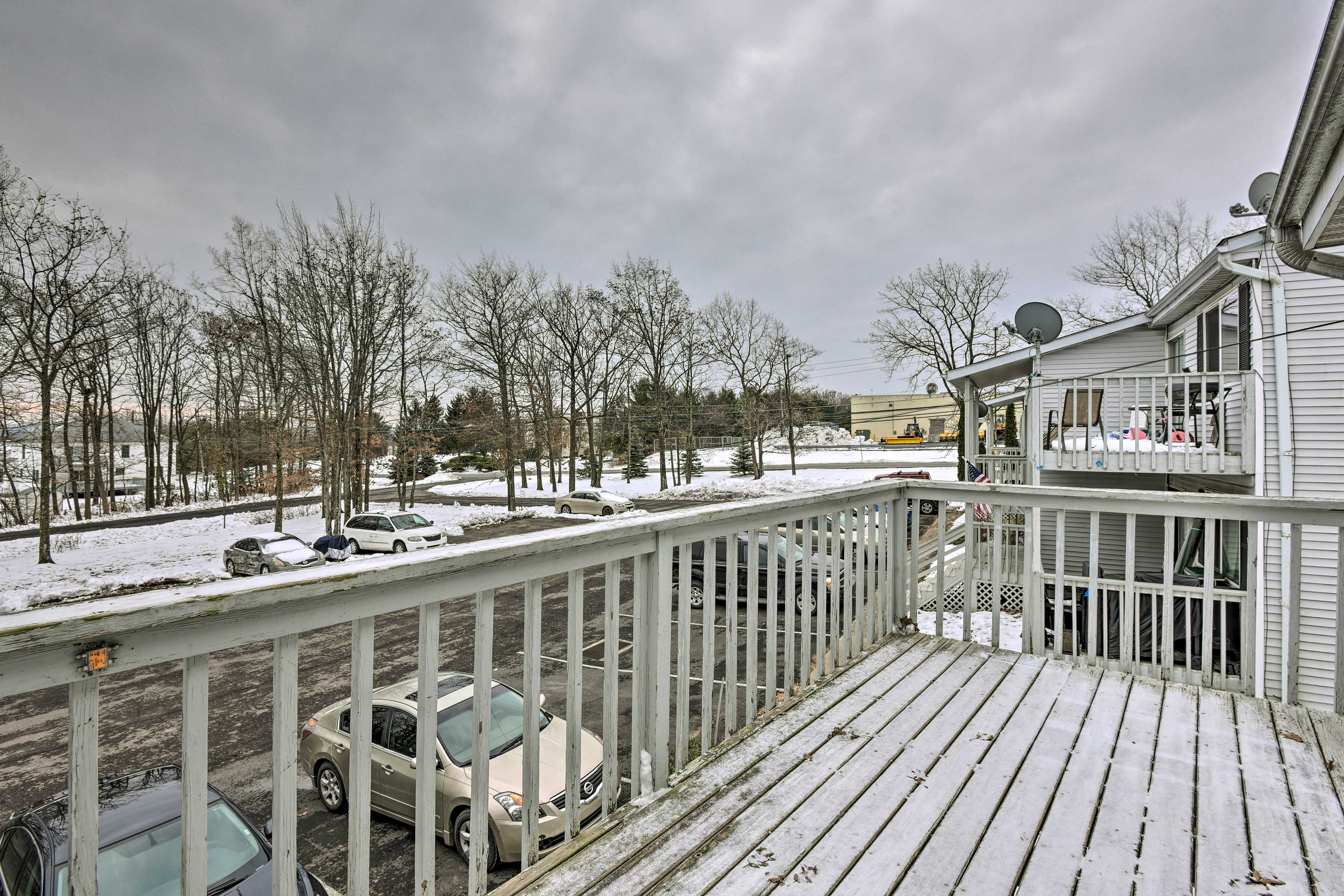 Complete with a balcony, this Mount Pocono home is ideal.