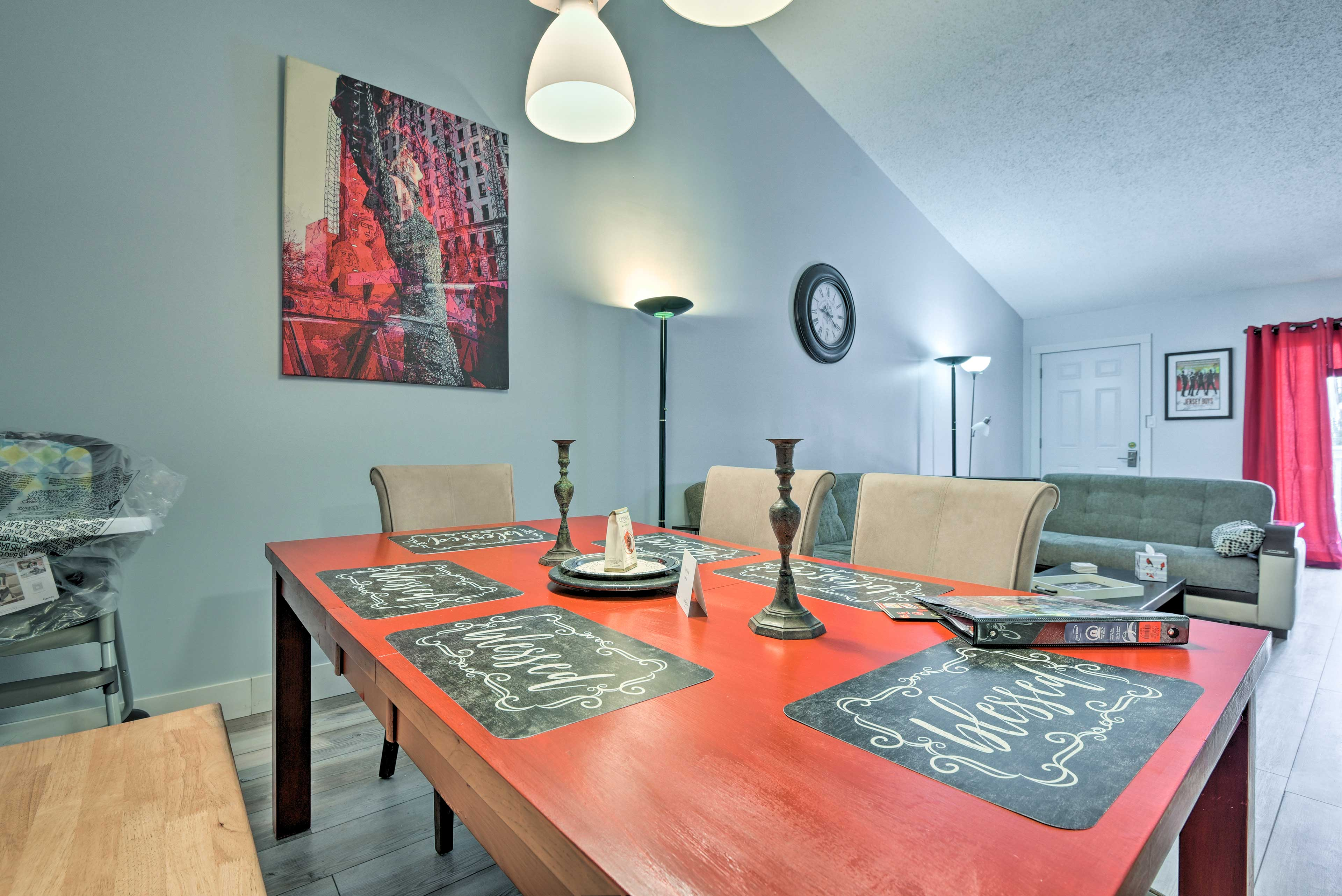 You'll be mere steps from the living area as you wine and dine.