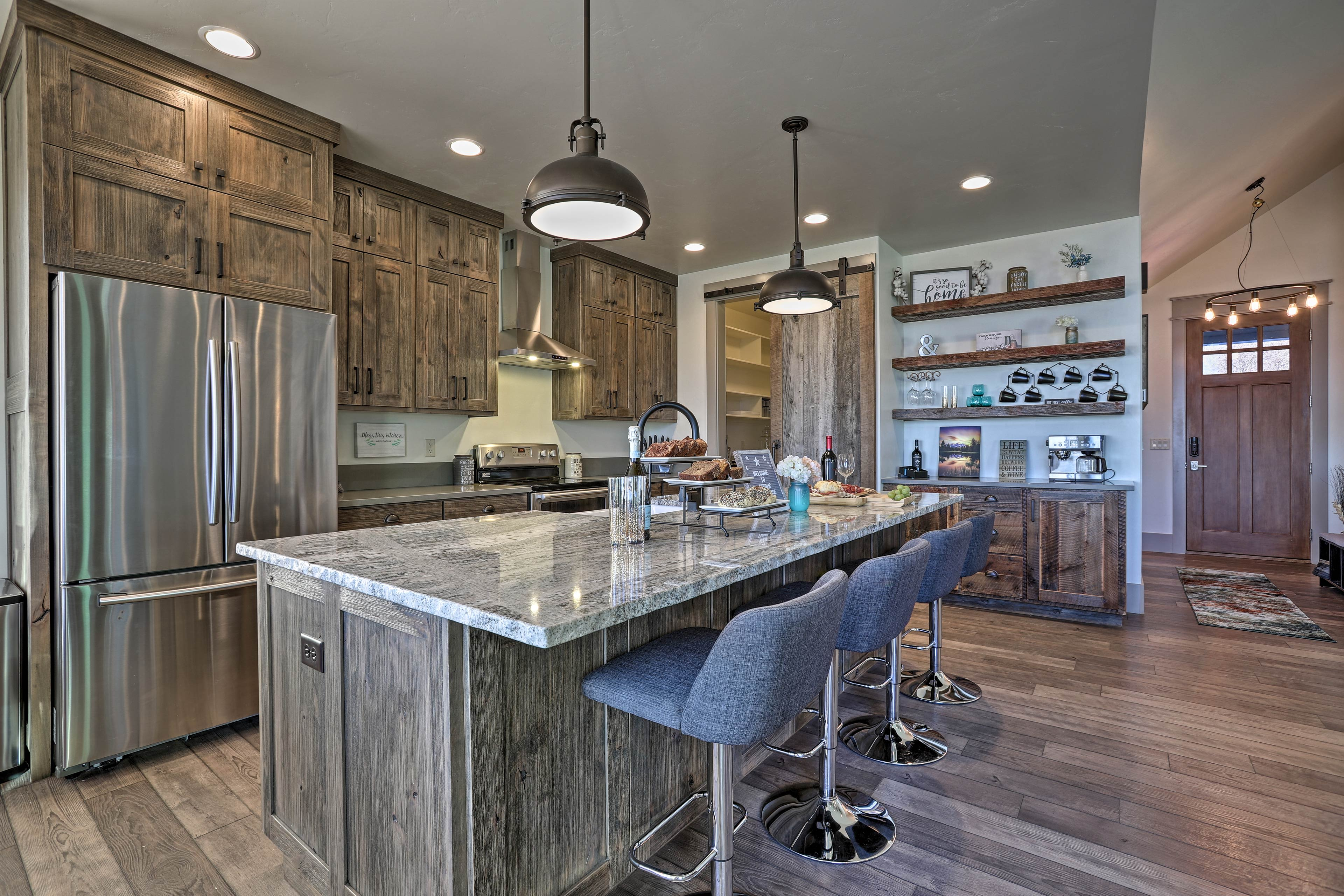 Prepare delicious treats in this modern fully equipped kitchen.