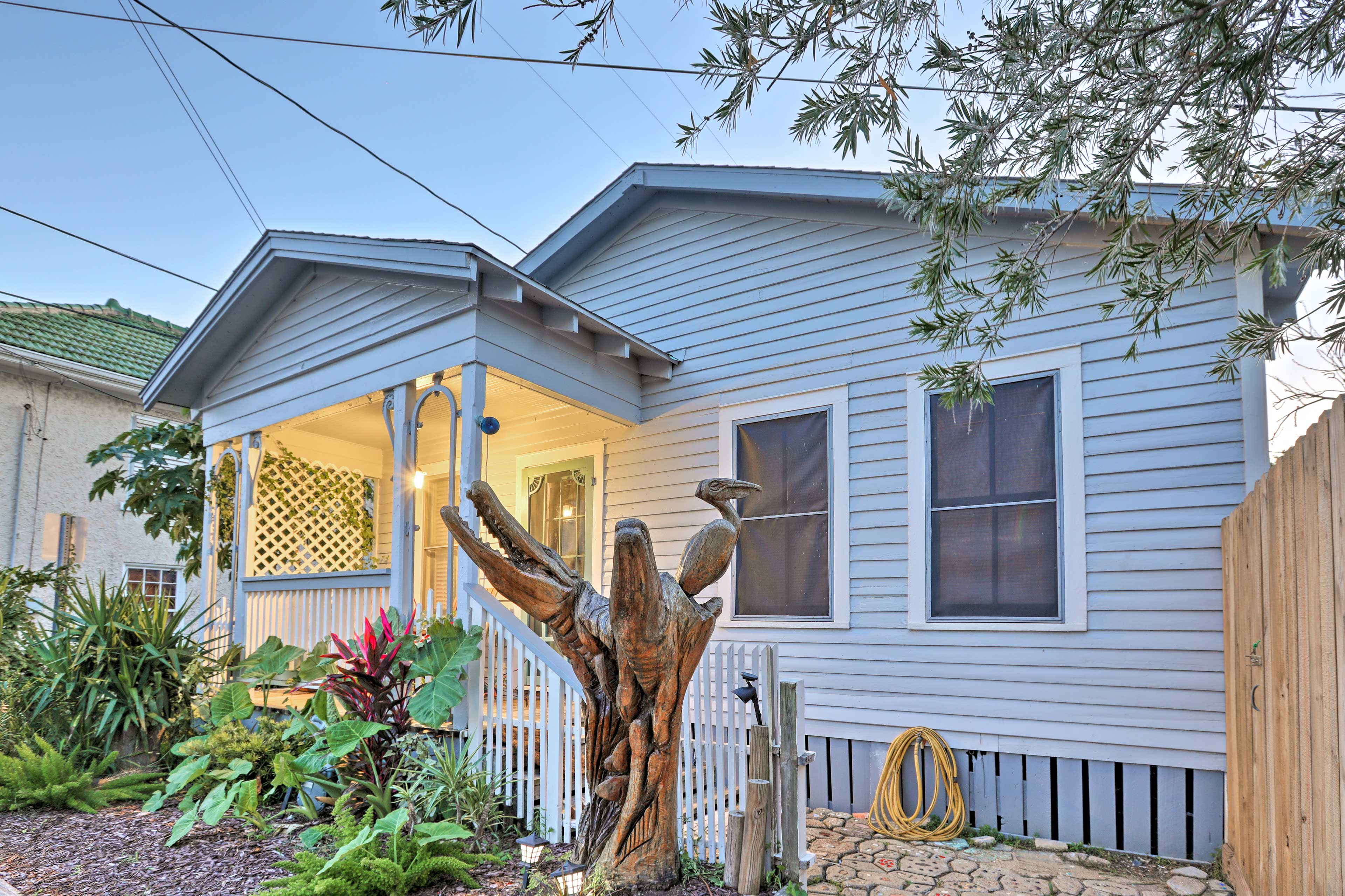 The cottage is part of the Galveston Tree Sculpture Tour!