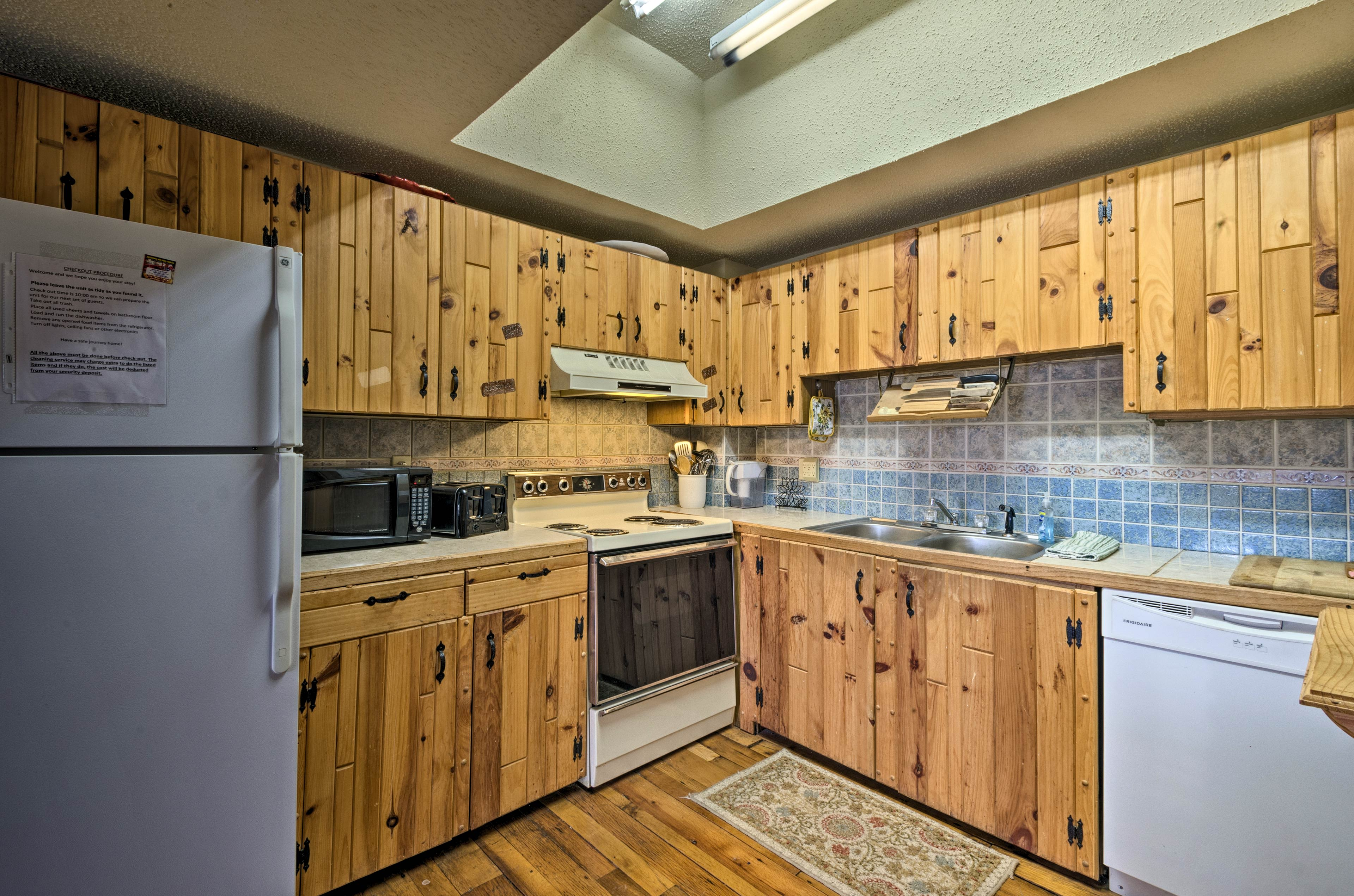 There's plenty of cabinetry to store your dry goods in!