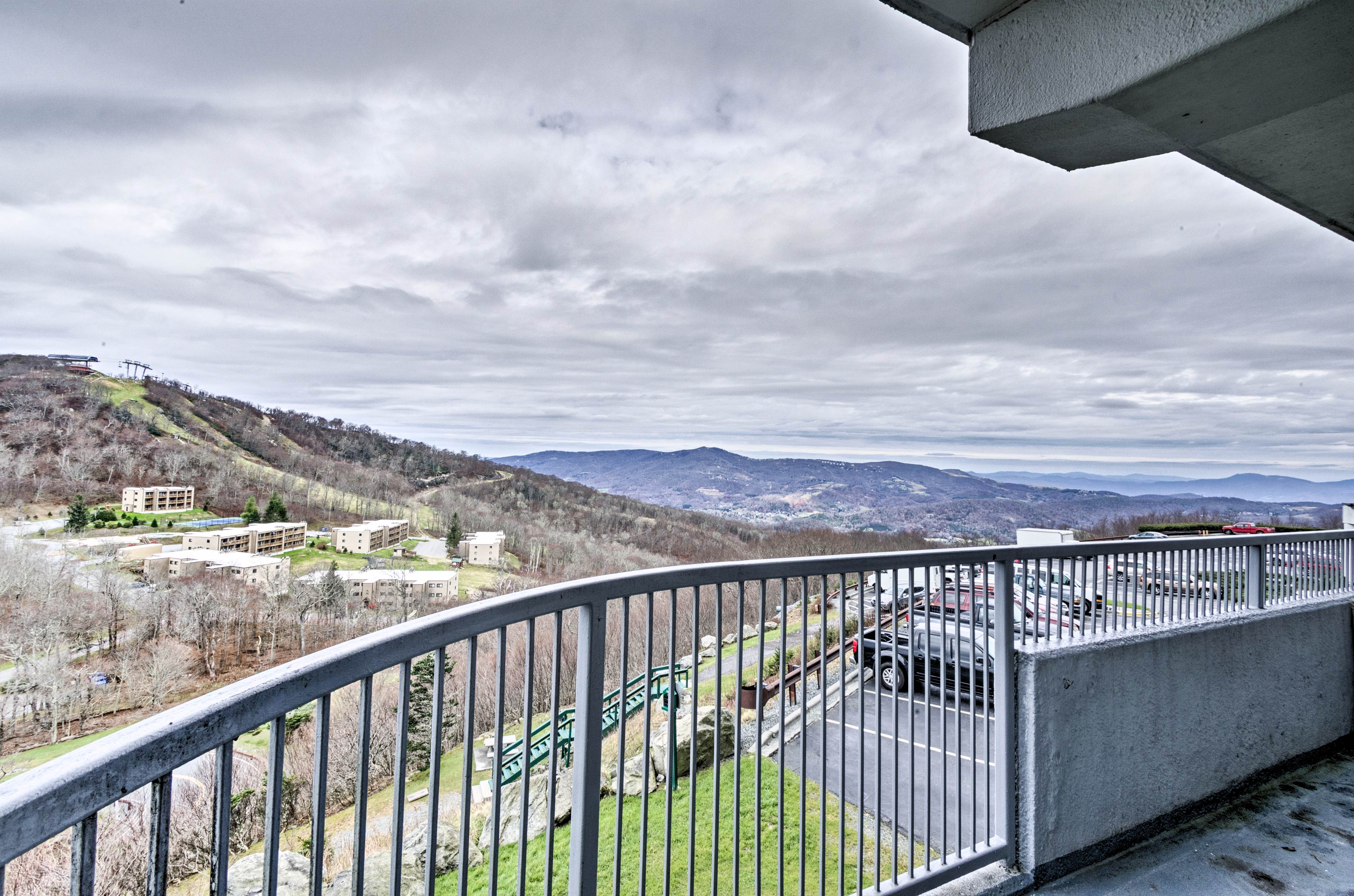 Boasting stunning mountain views, this condo is perfect for groups!