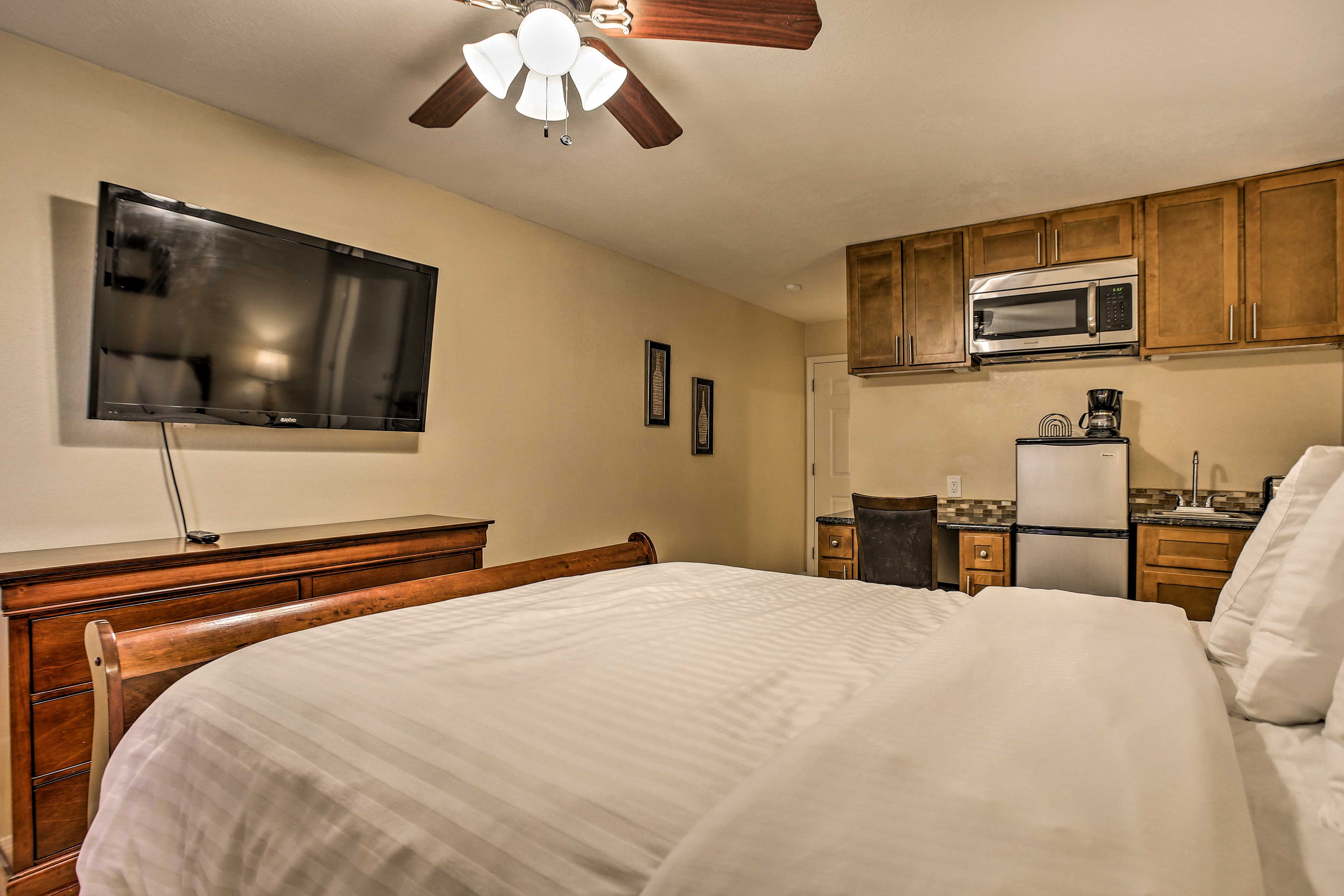 This room features a queen bed, flat-screen TV, and kitchenette.