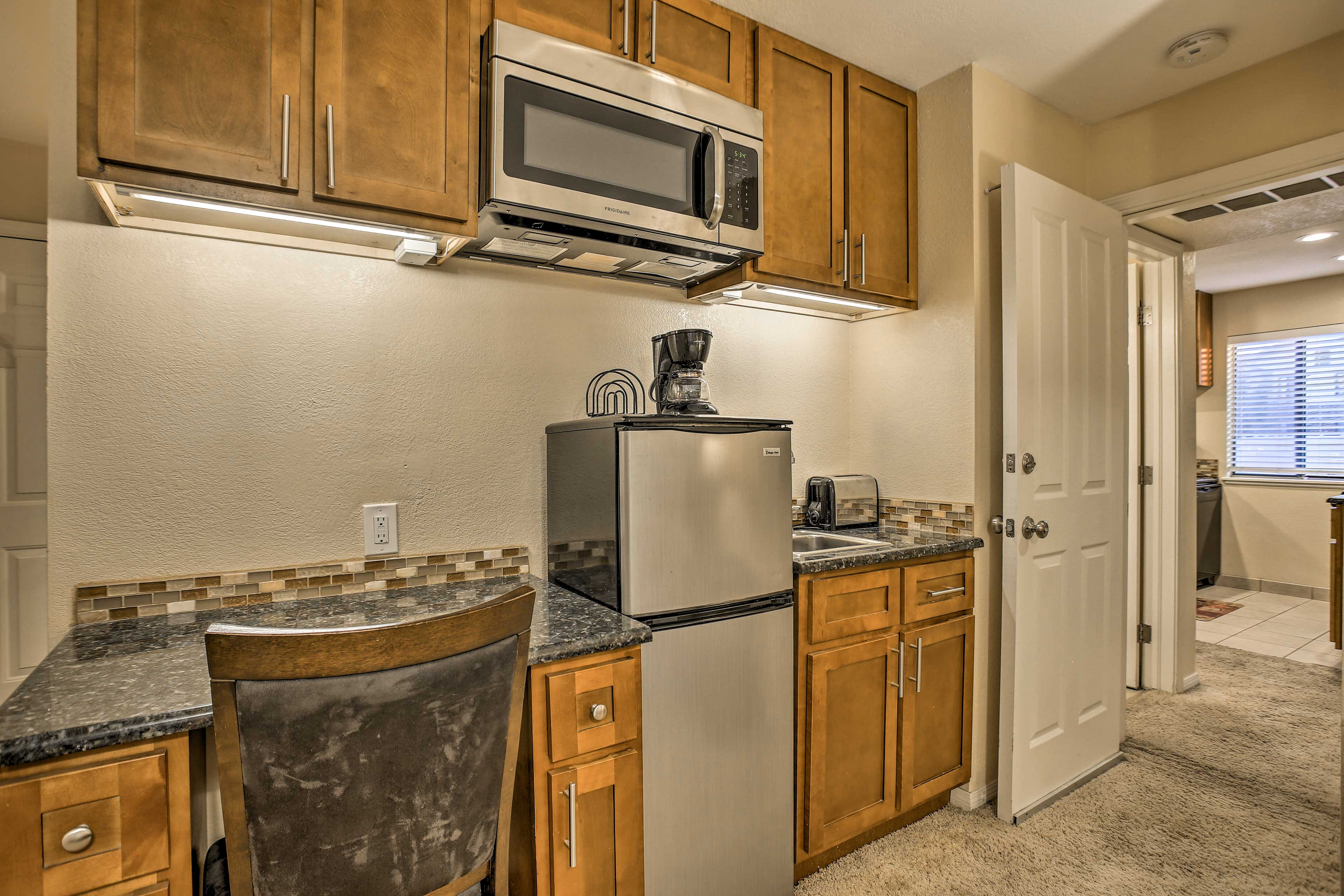 Utilize the kitchenette for quick afternoon snacks.