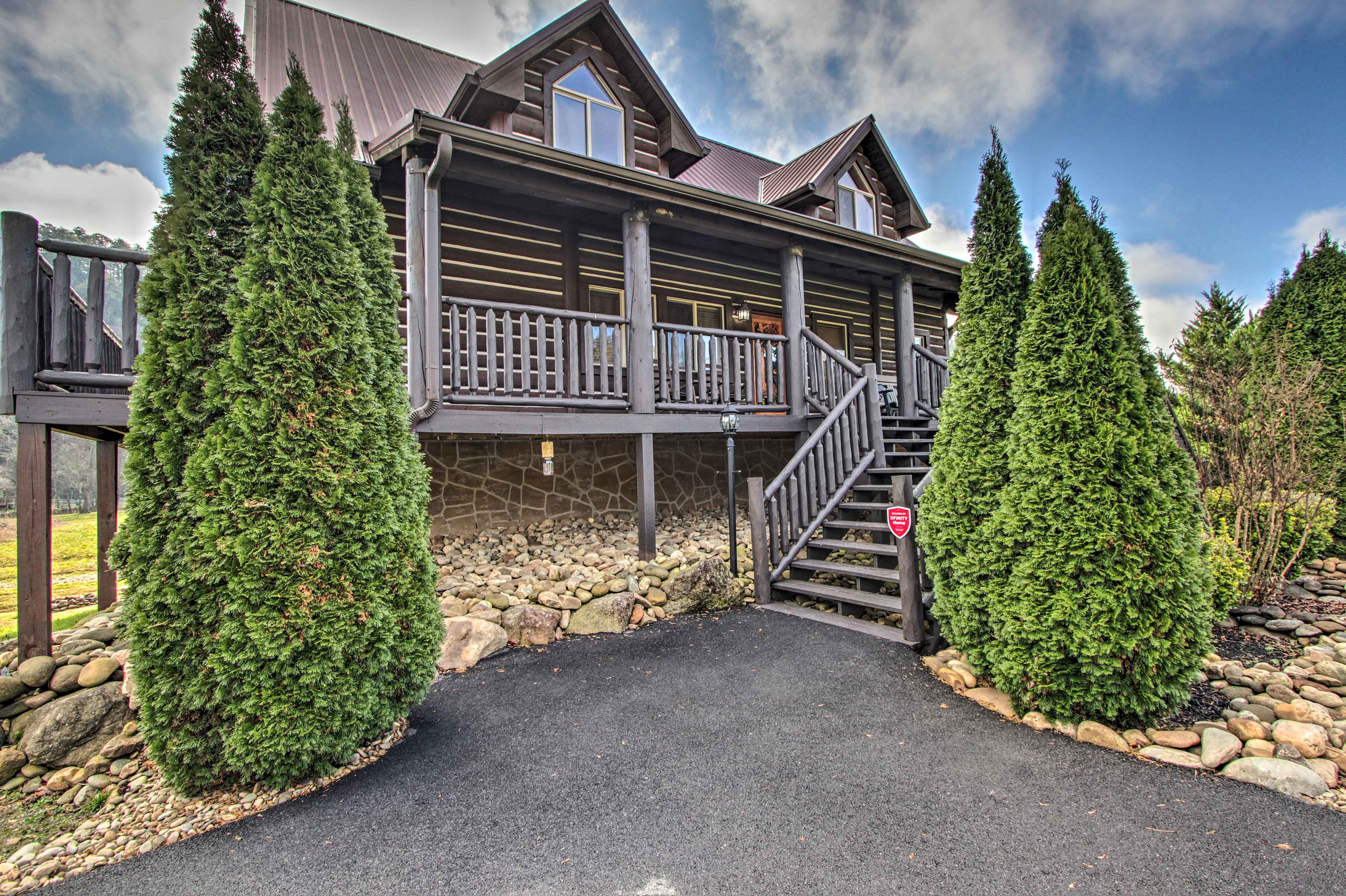 All the attractions of Pigeon Forge await mere minutes from this mountain manor!