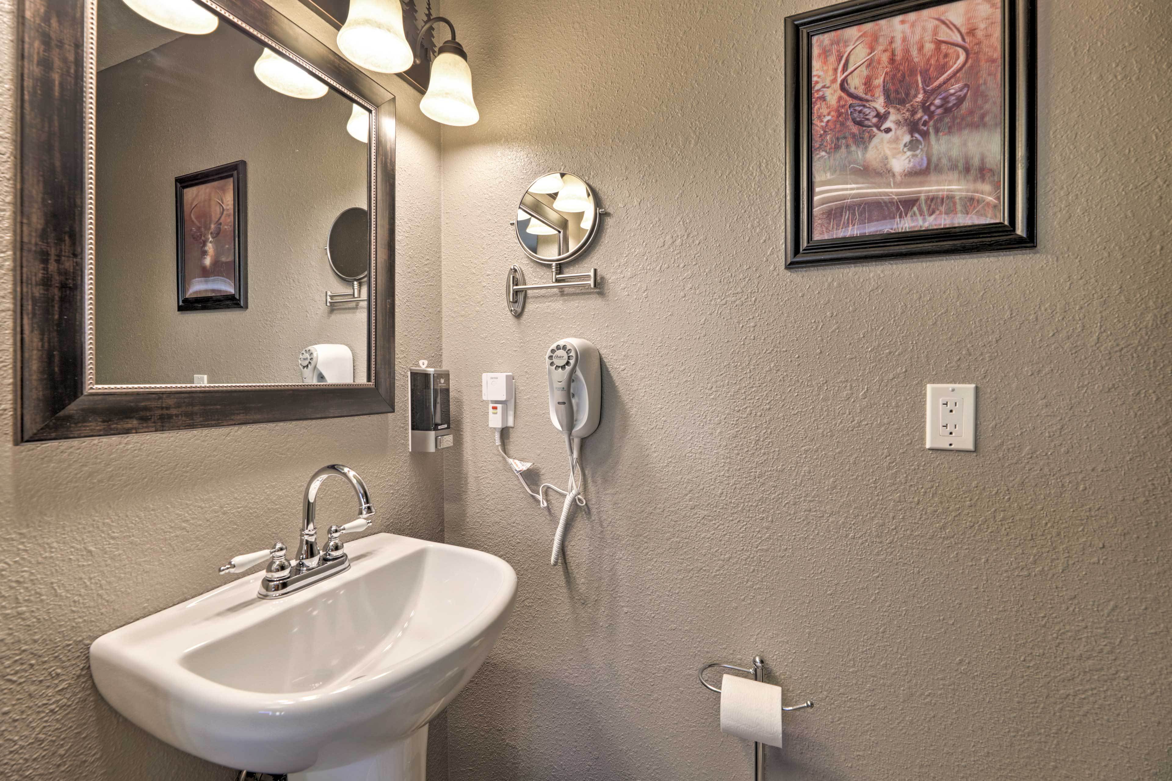 This home is equipped with 3 bathrooms.