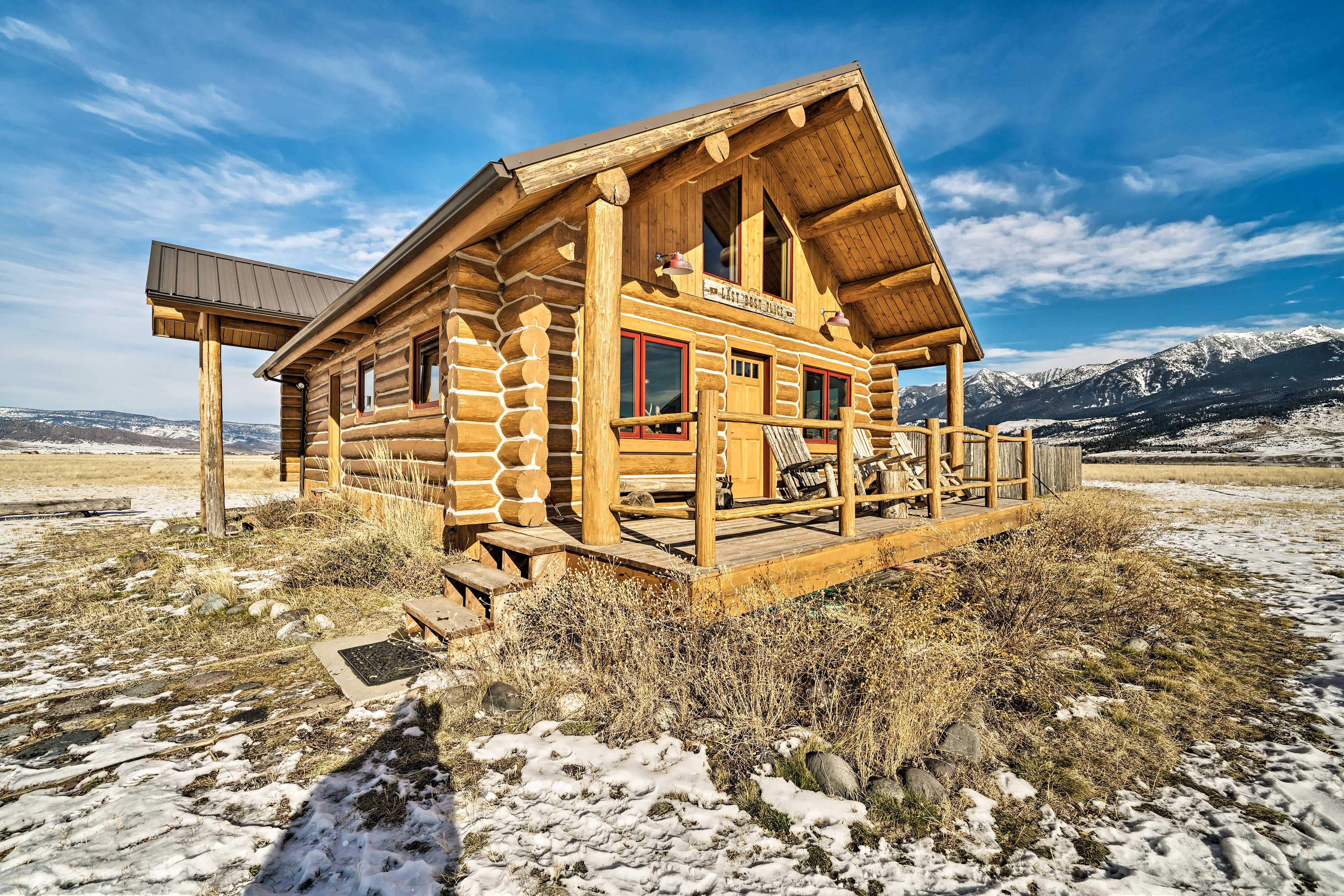 This cabin is just 38 miles from Yellowstone National Park!