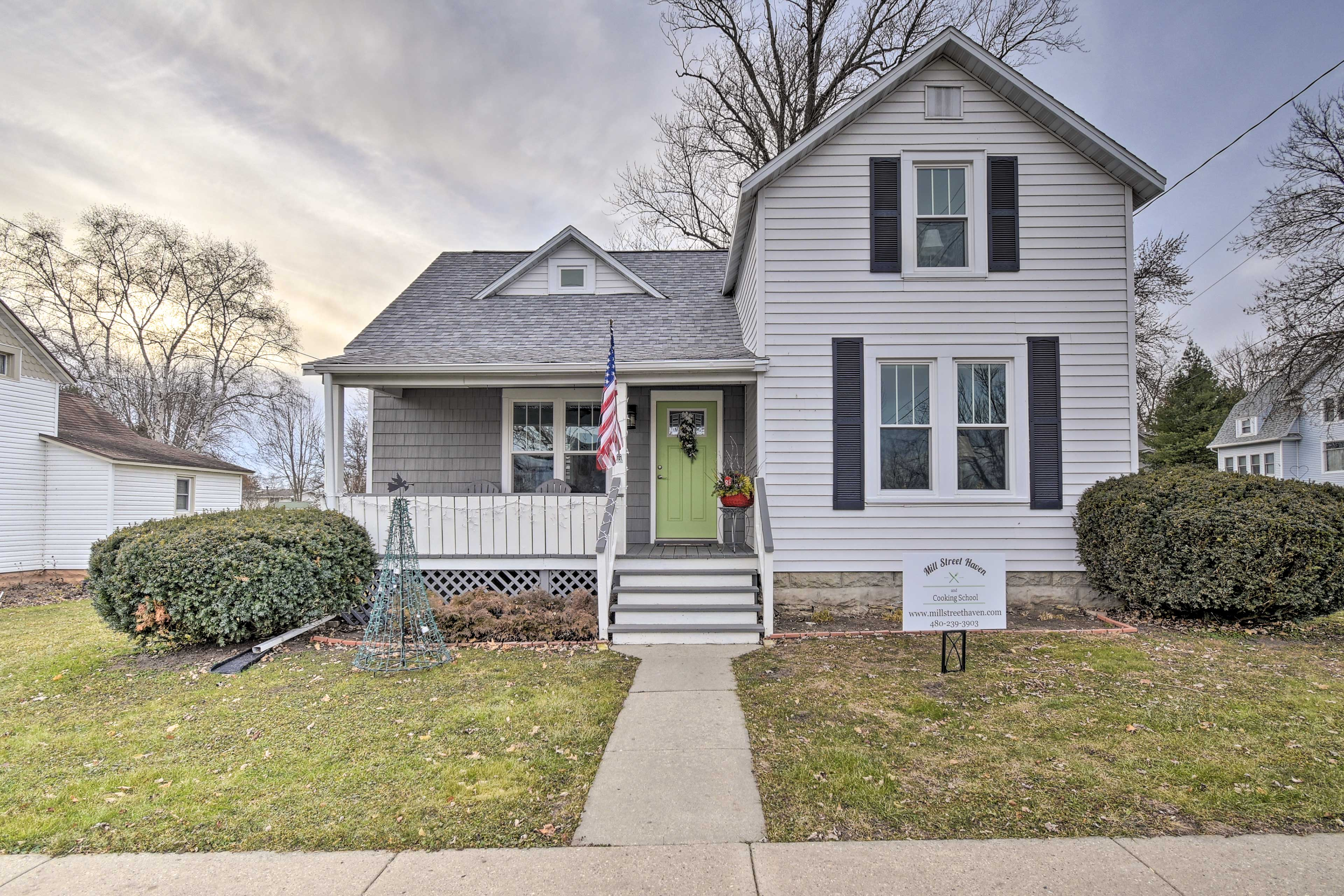 Located 2 blocks from the lake, this home for 8 can't be beat!