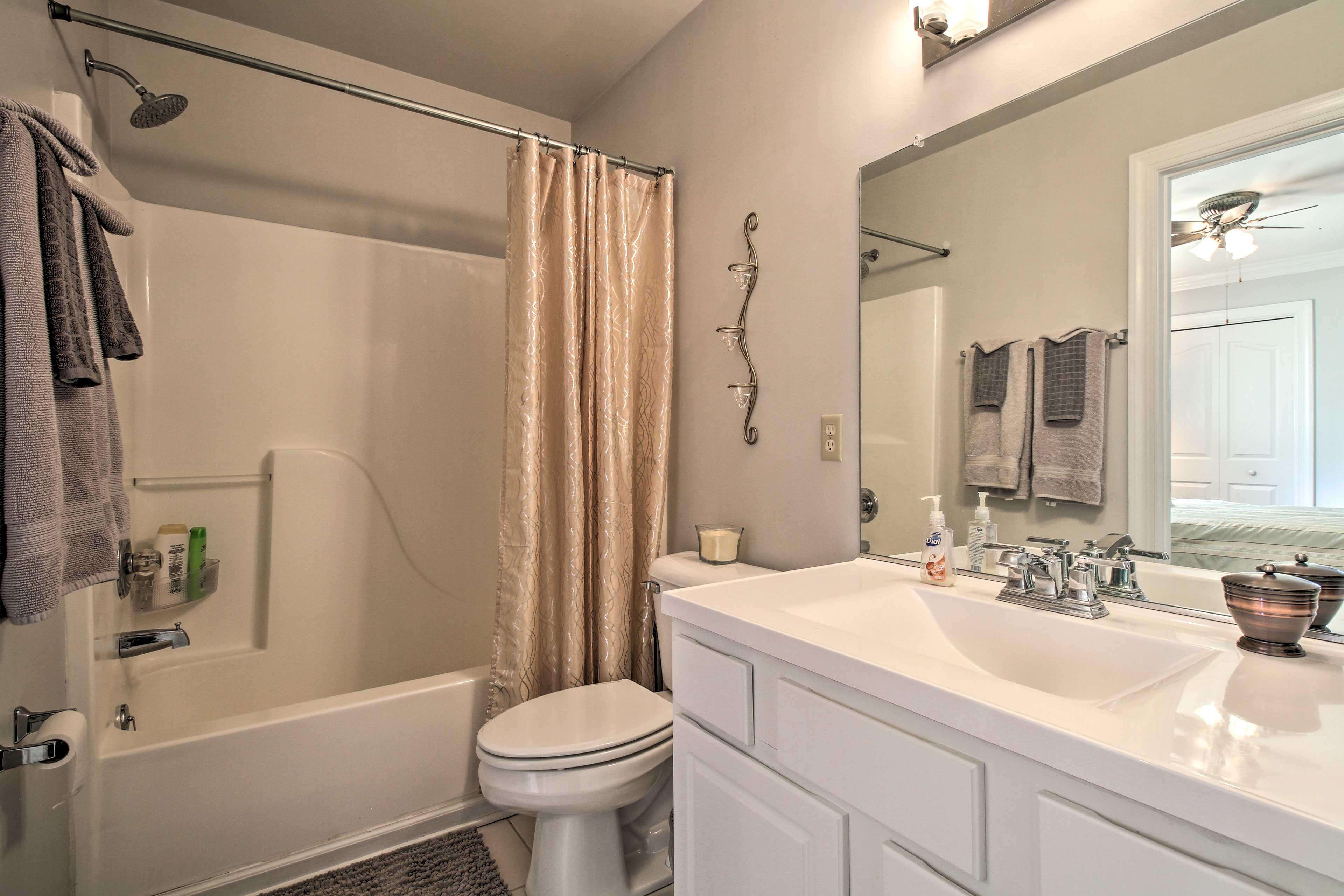 The full bathroom hosts a shower/tub combo.