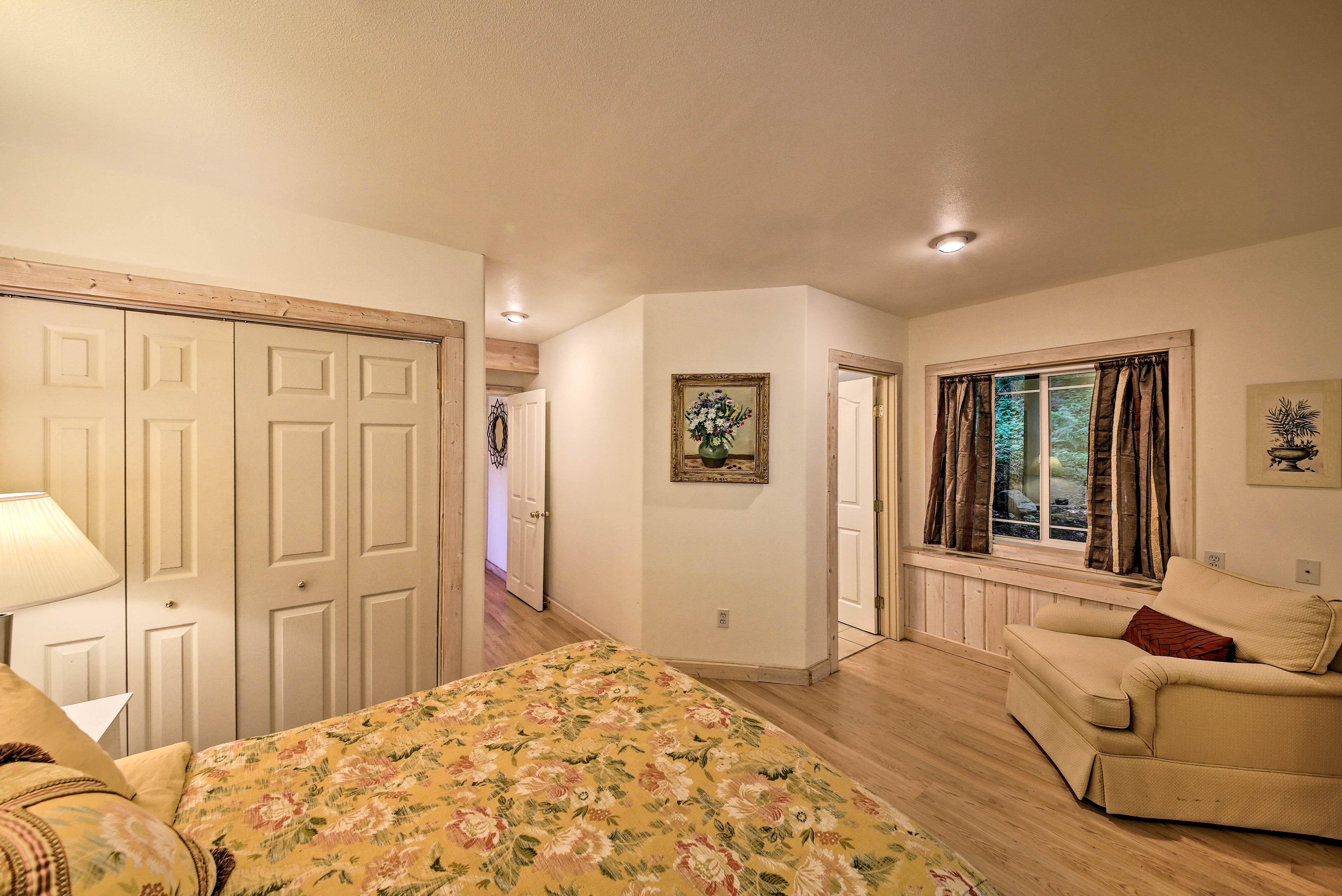 This bedroom also includes an en-suite bathroom.