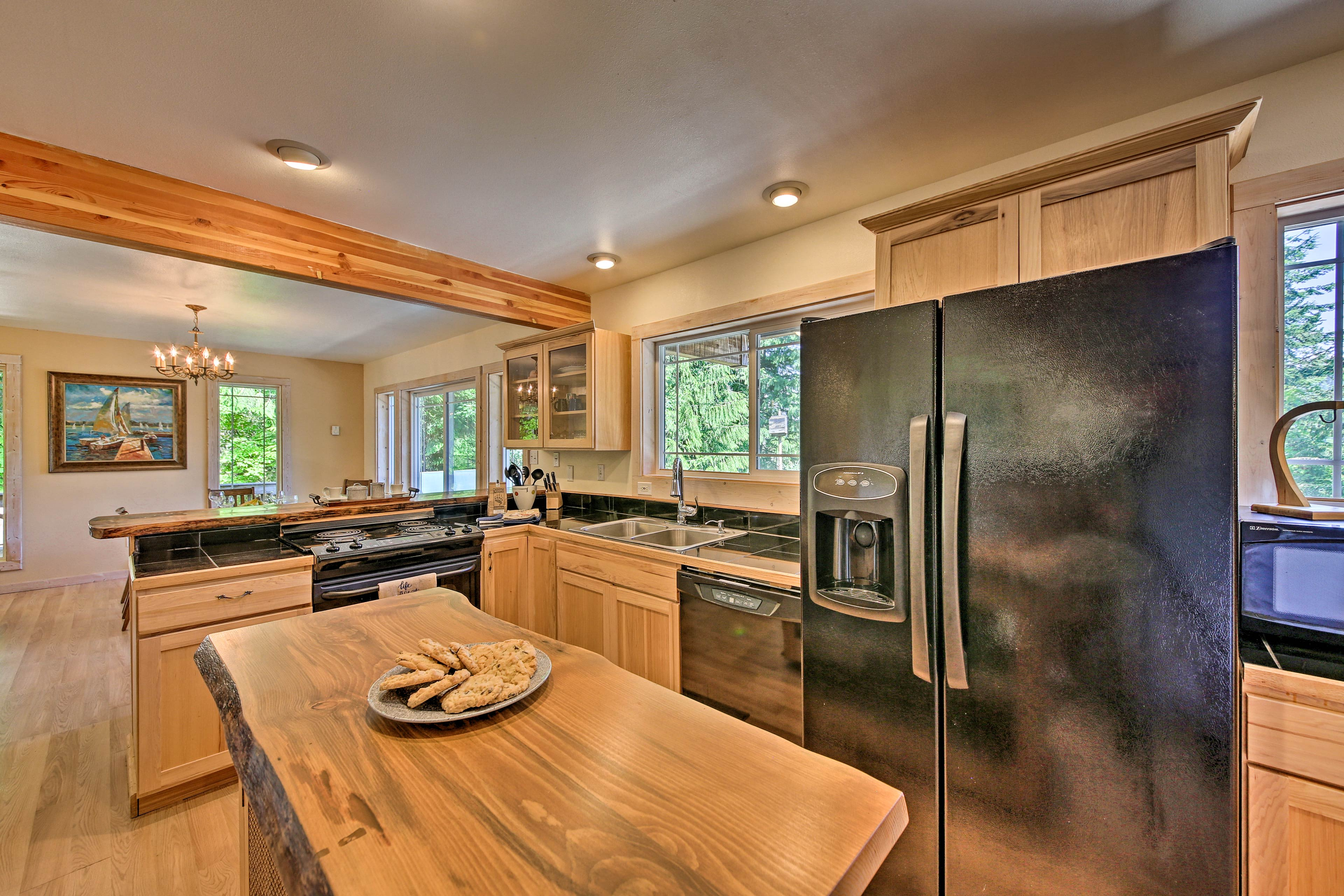 Use the fully equipped kitchen to whip up your favorite recipes.