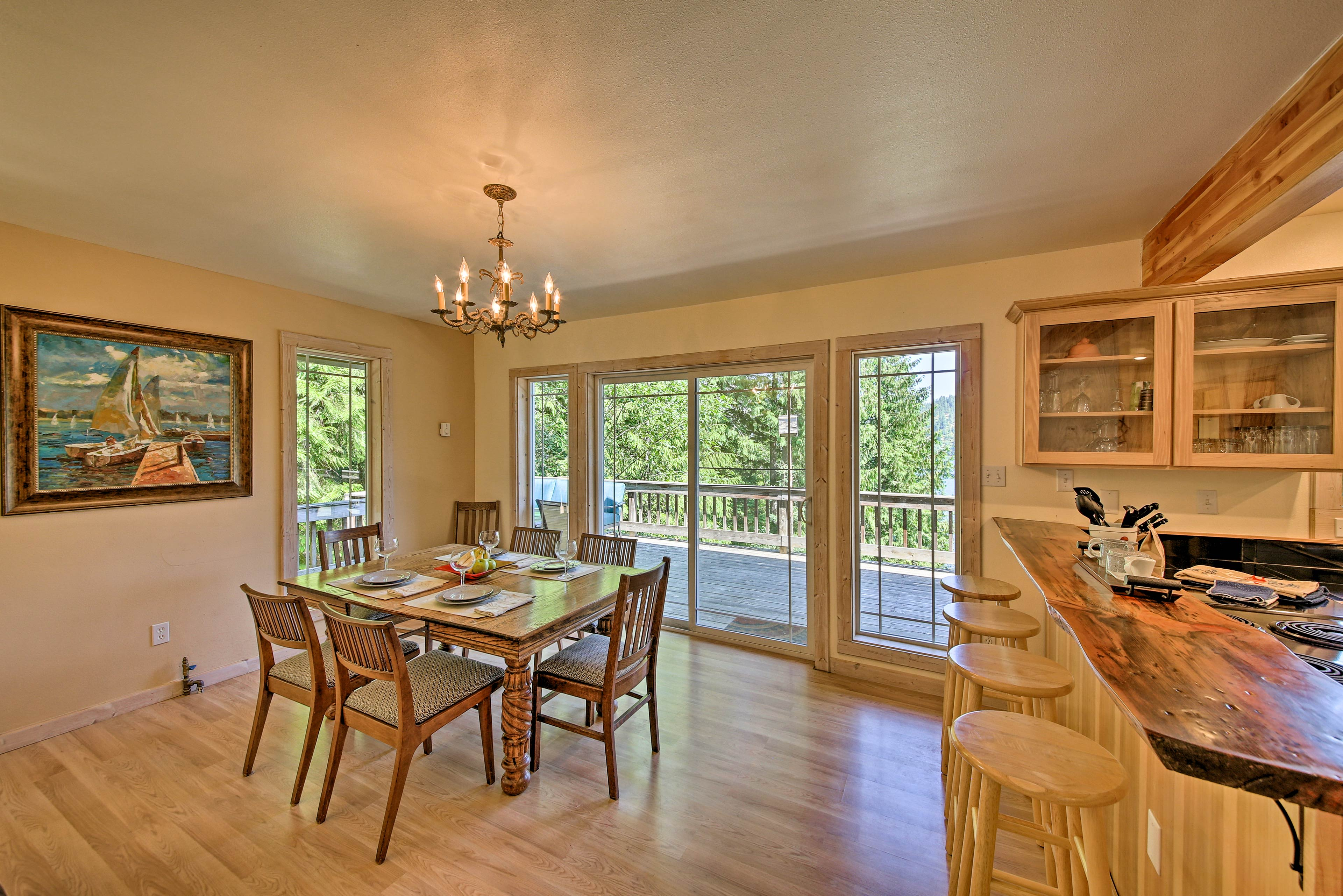 Dine in style at the 6-person table overlooking the deck and lake.