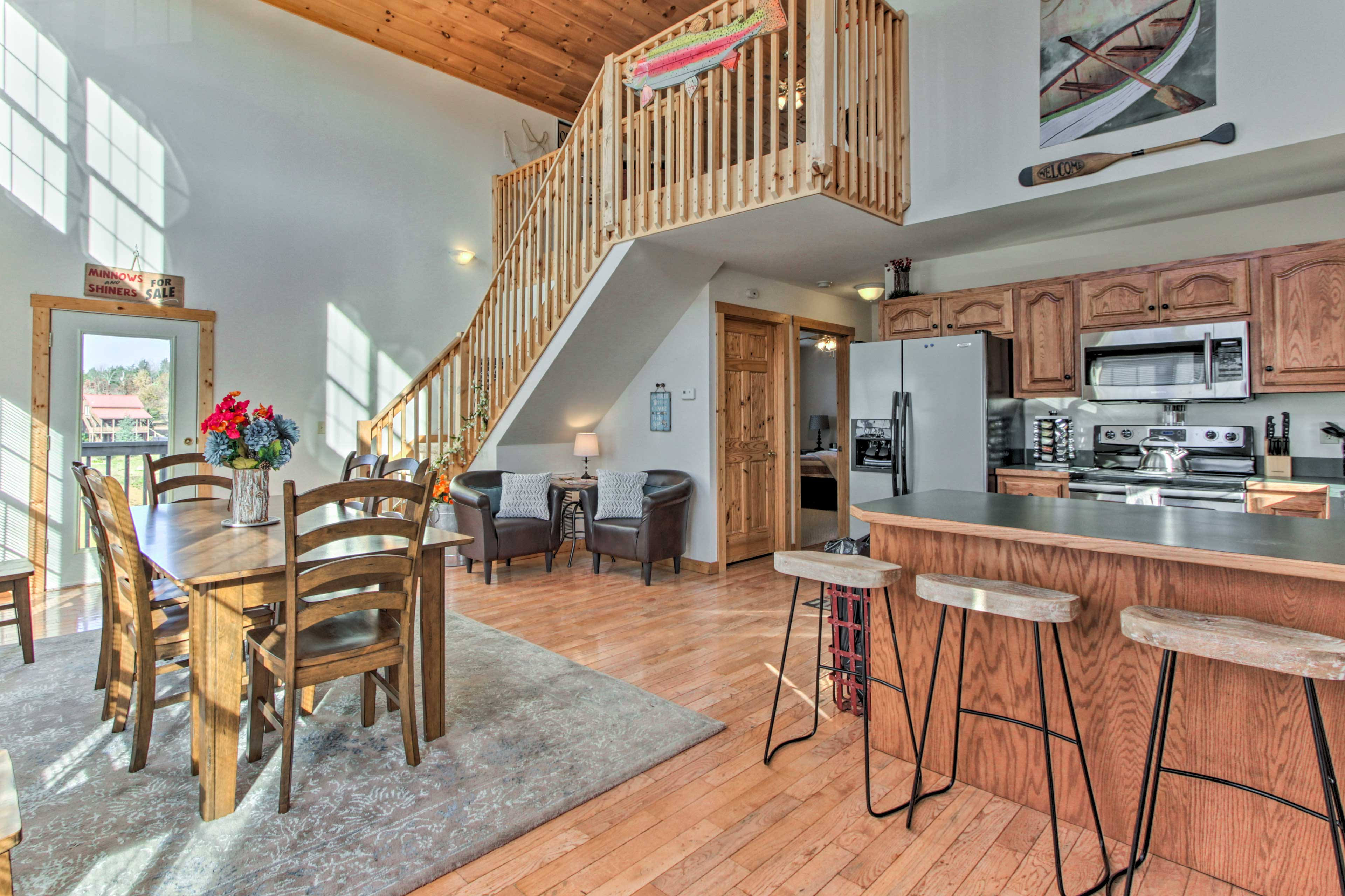 This cabin-style house features 2 bedrooms, 2.5 bathrooms, and room for 5.