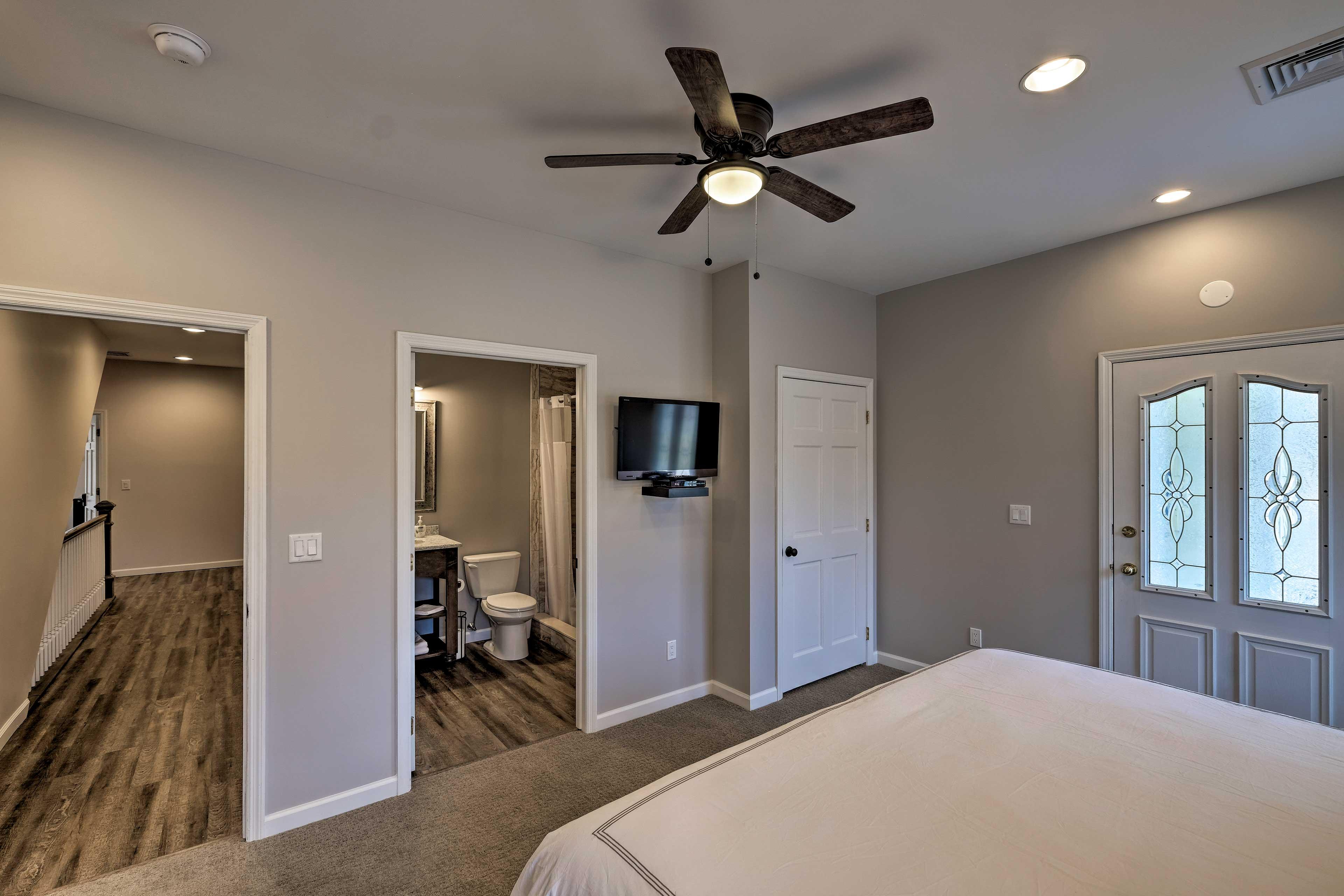 Bedroom 6: king bed, flat-screen TV