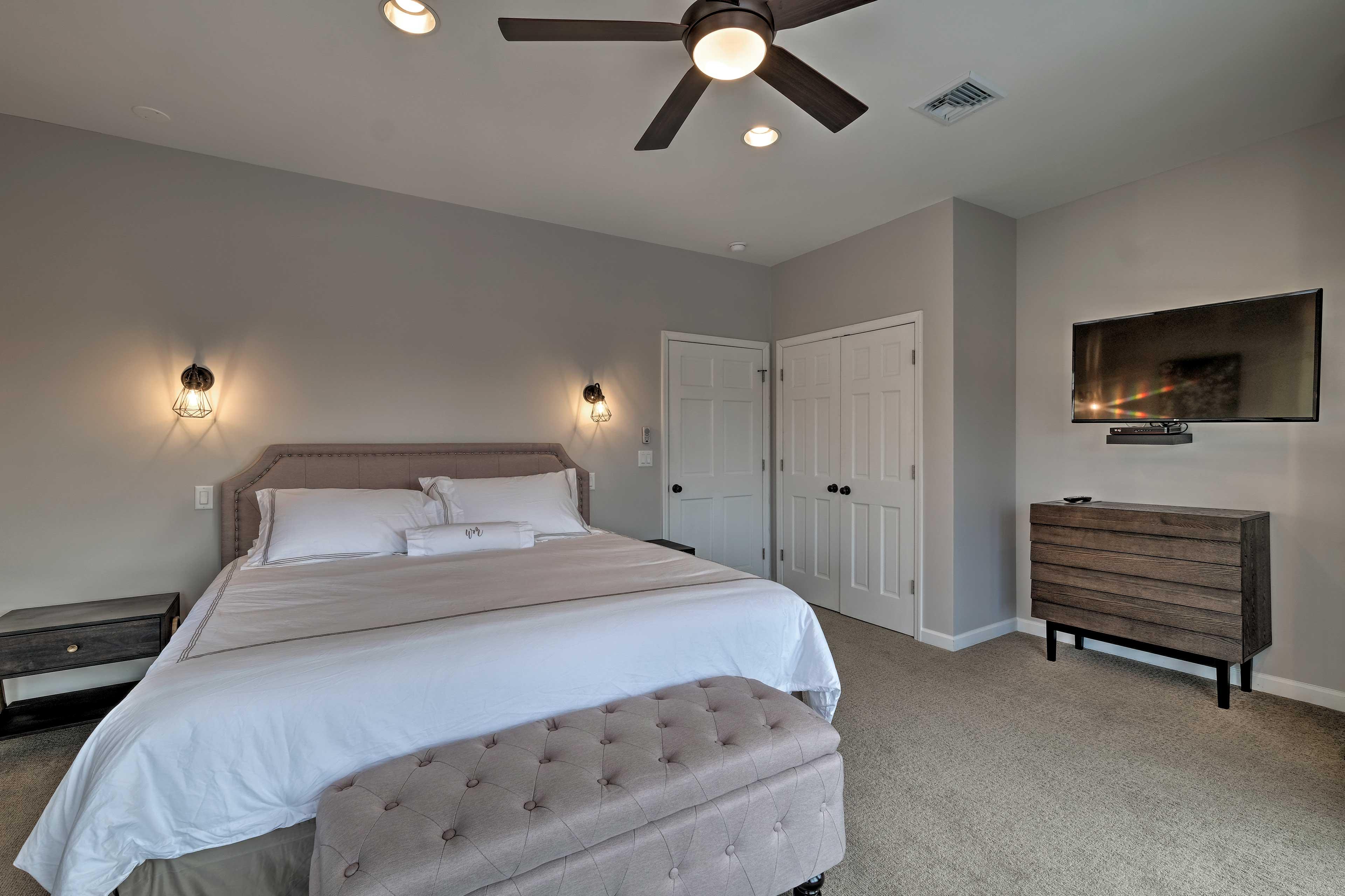 Bedroom 2: king bed, flat-screen TV
