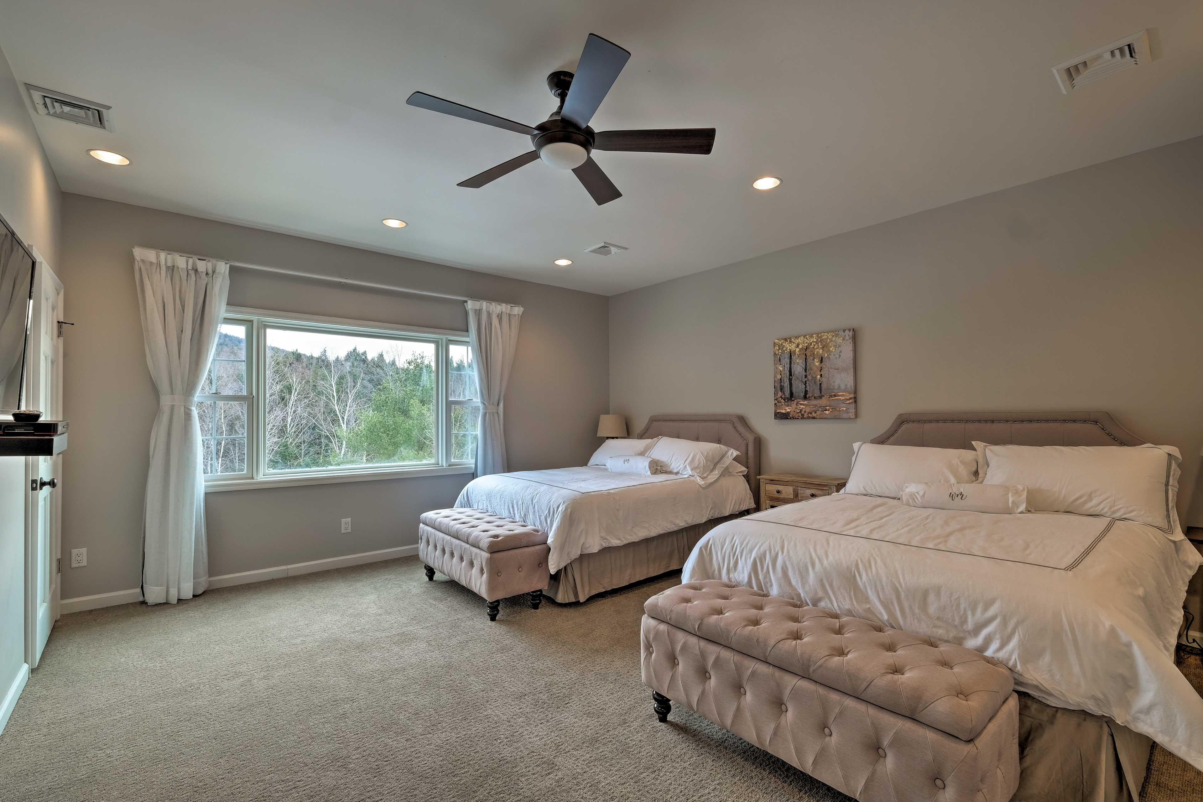 Bedroom 3: 2 queen beds, flat-screen TV