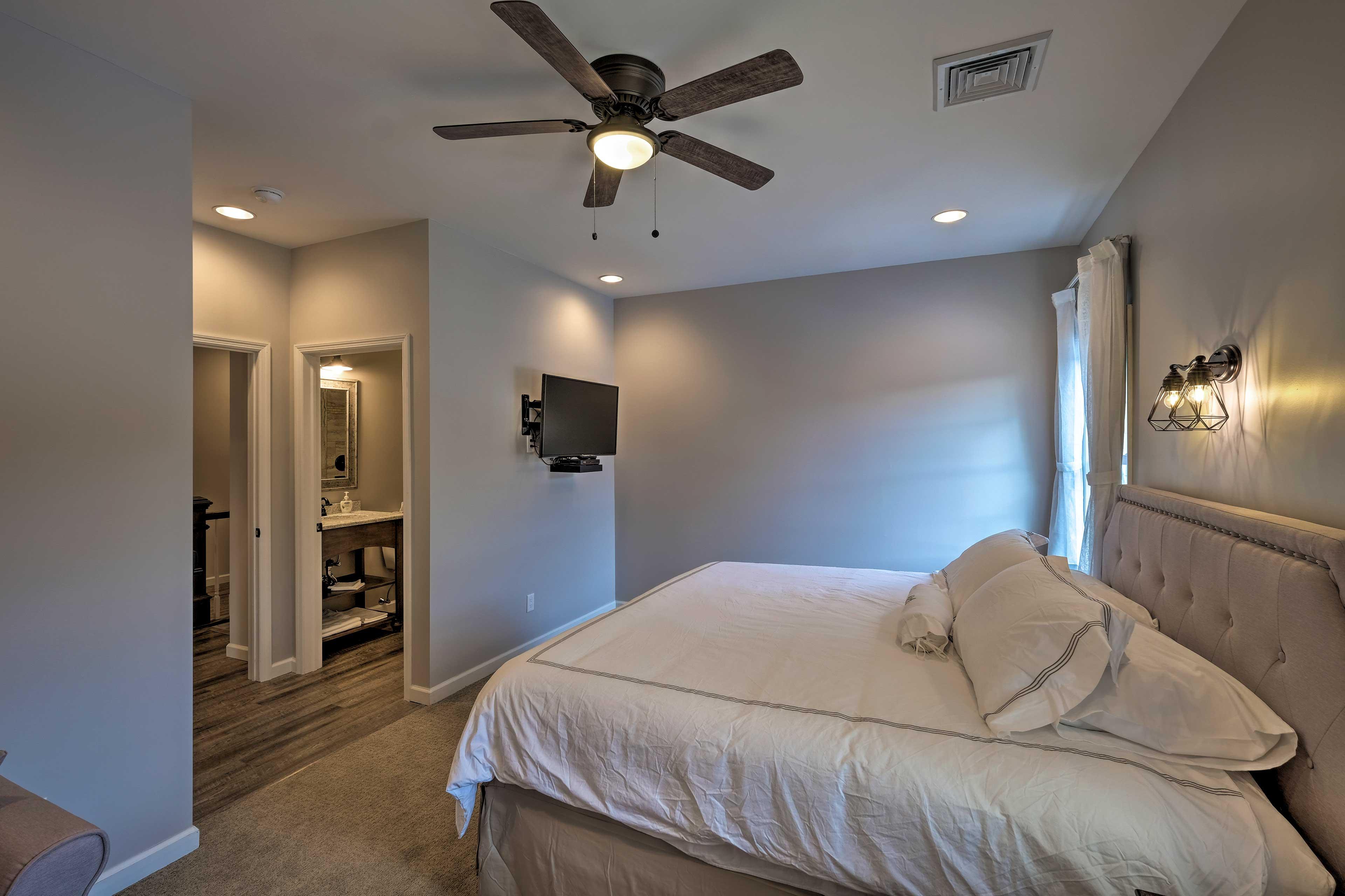 Bedroom 5: king bed, flat-screen TV